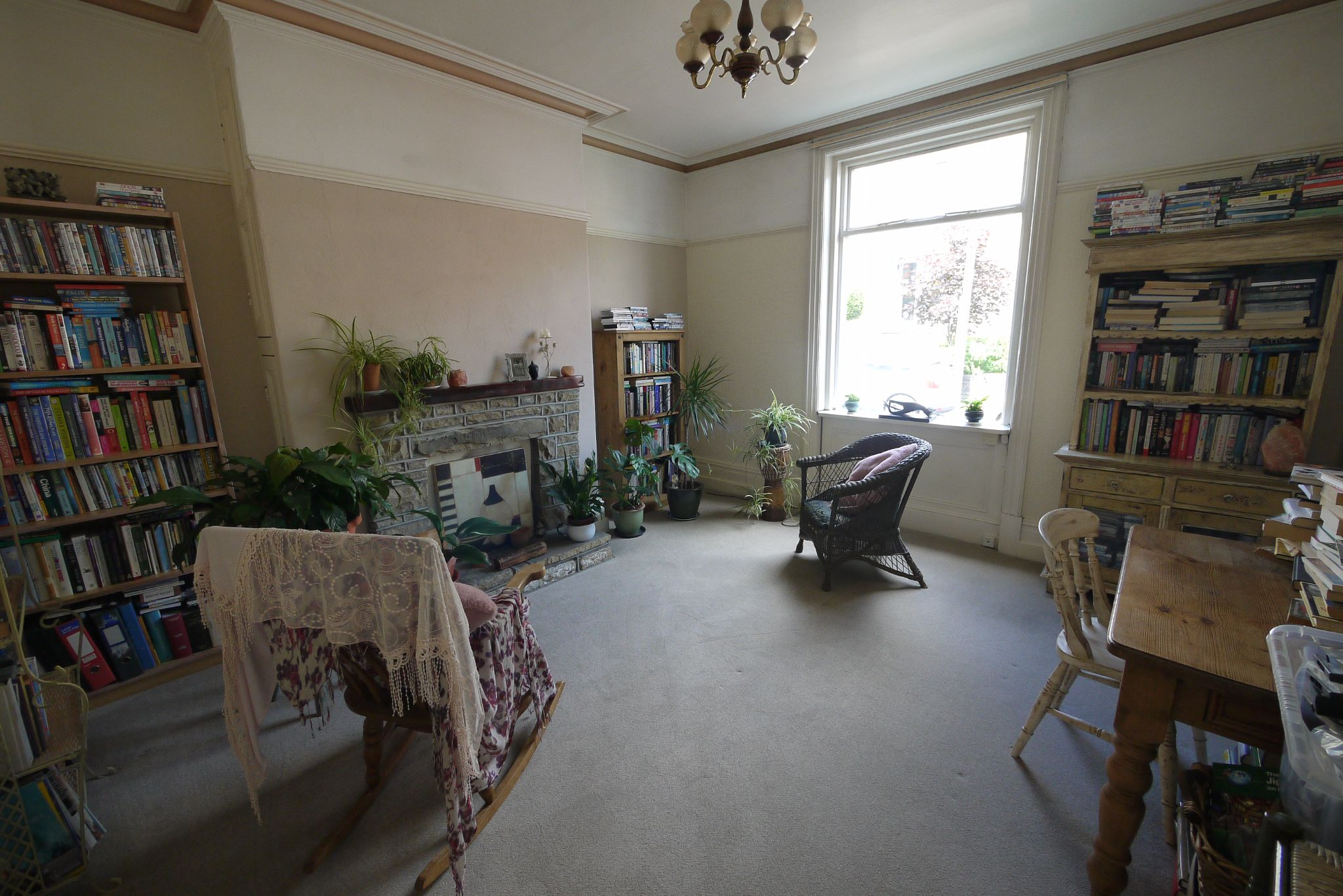 5 bedroom mid terraced house For Sale in Brighouse - Lounge.