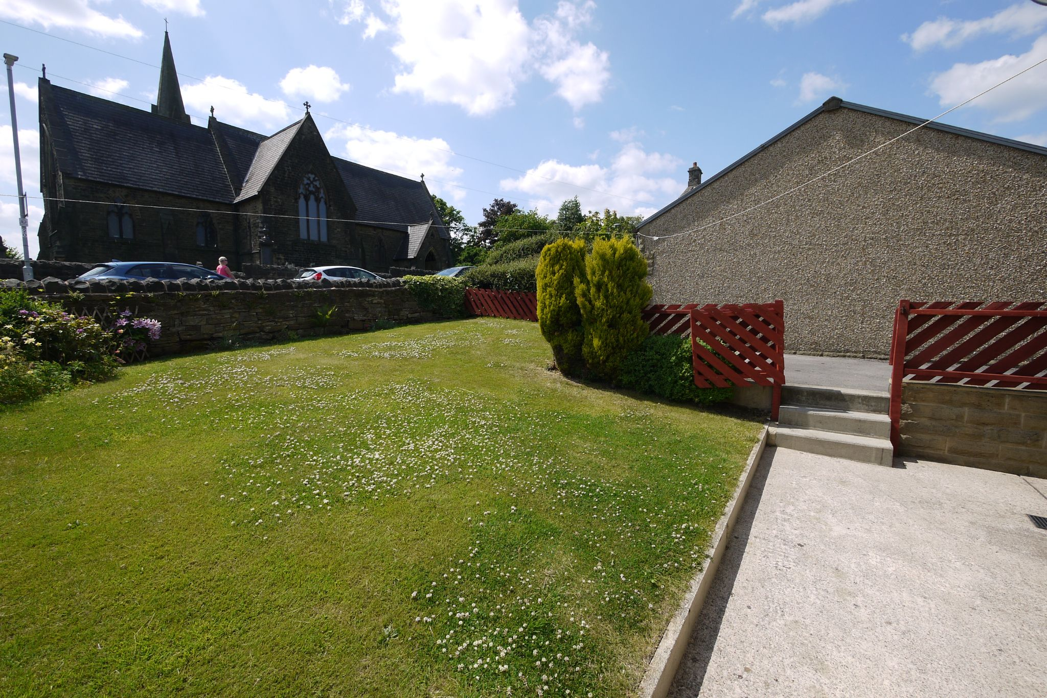 2 bedroom end terraced house SSTC in Brighouse - Garden.