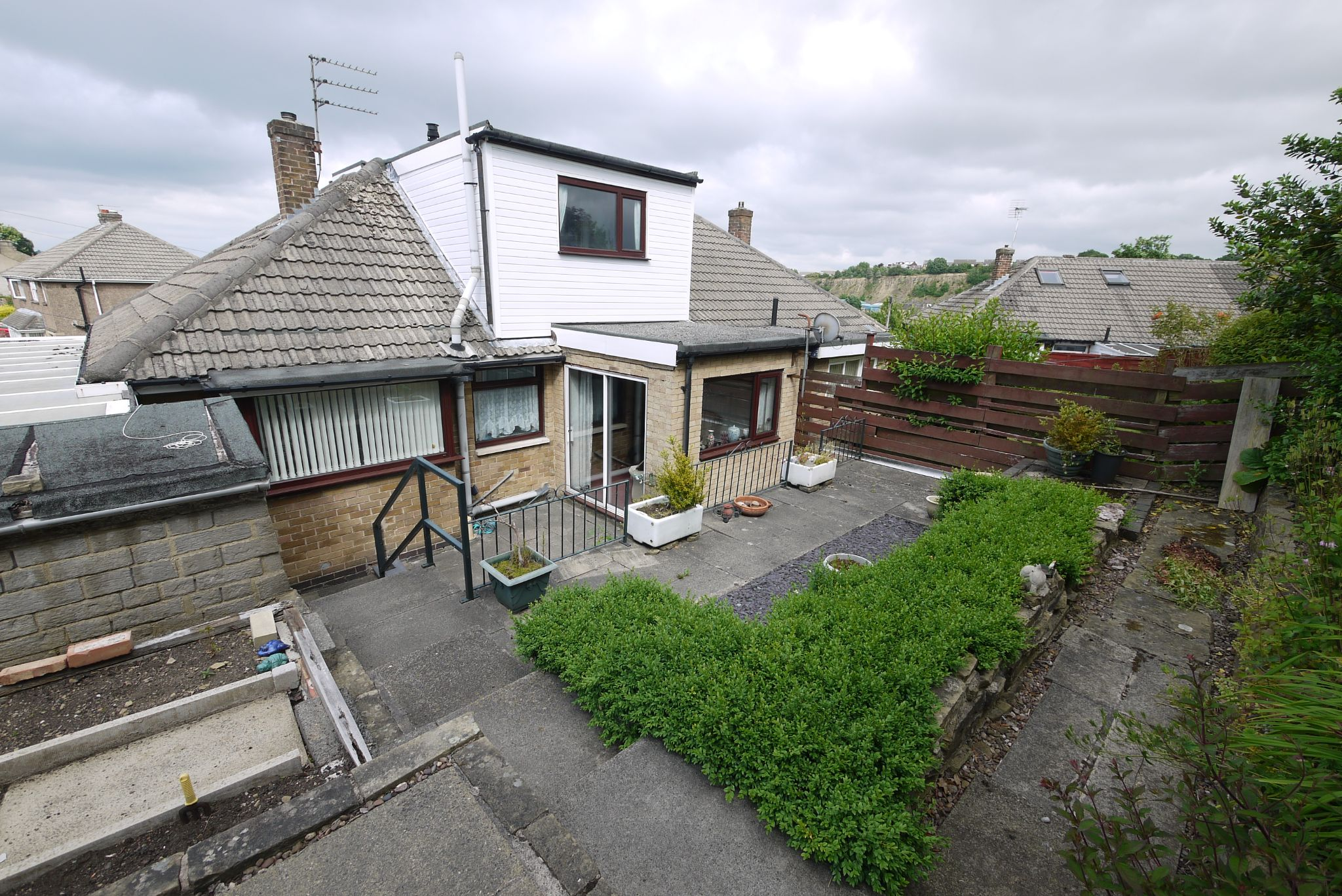 3 bedroom semi-detached bungalow SSTC in Brighouse - Photograph 12.