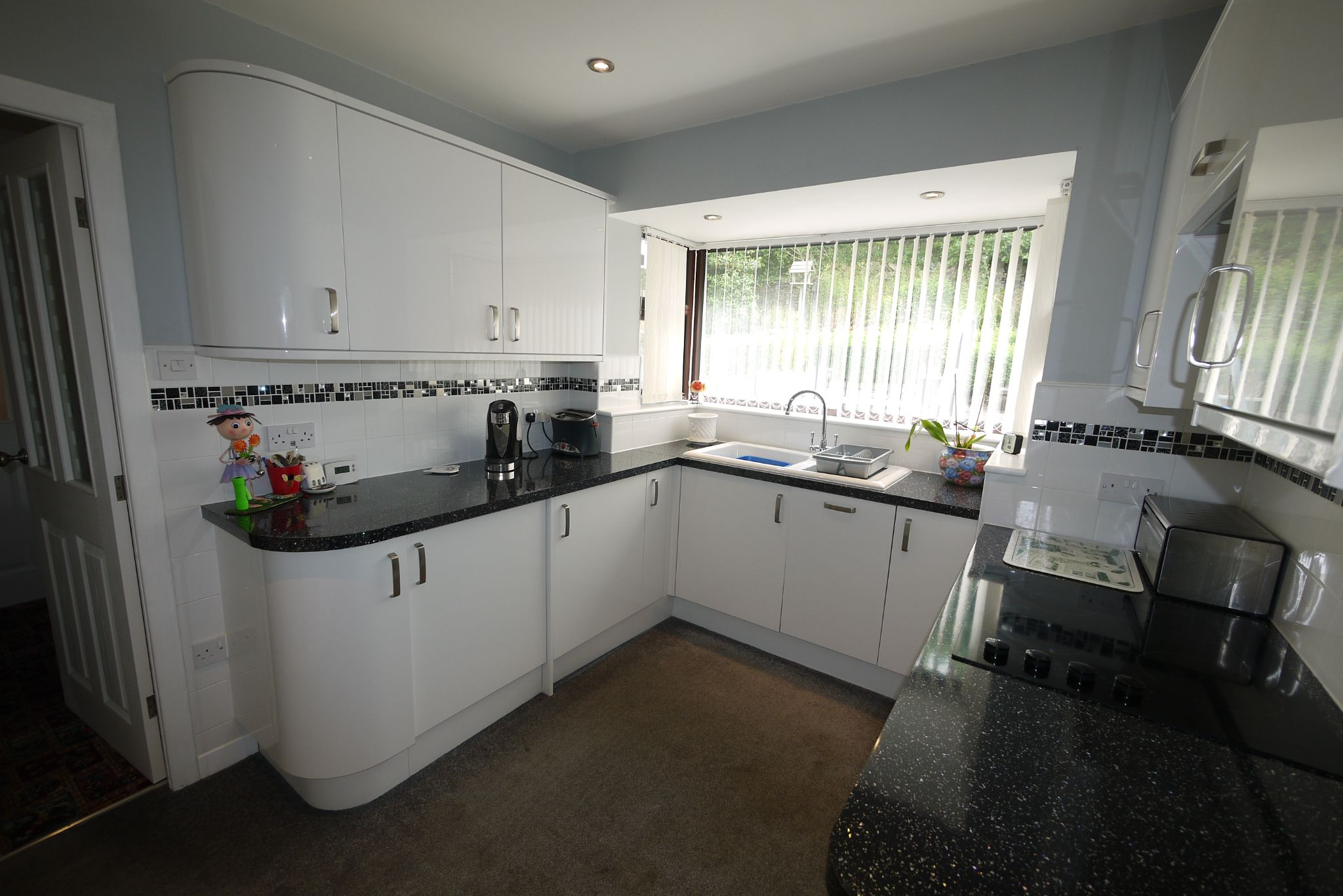 3 bedroom semi-detached bungalow SSTC in Brighouse - Photograph 4.
