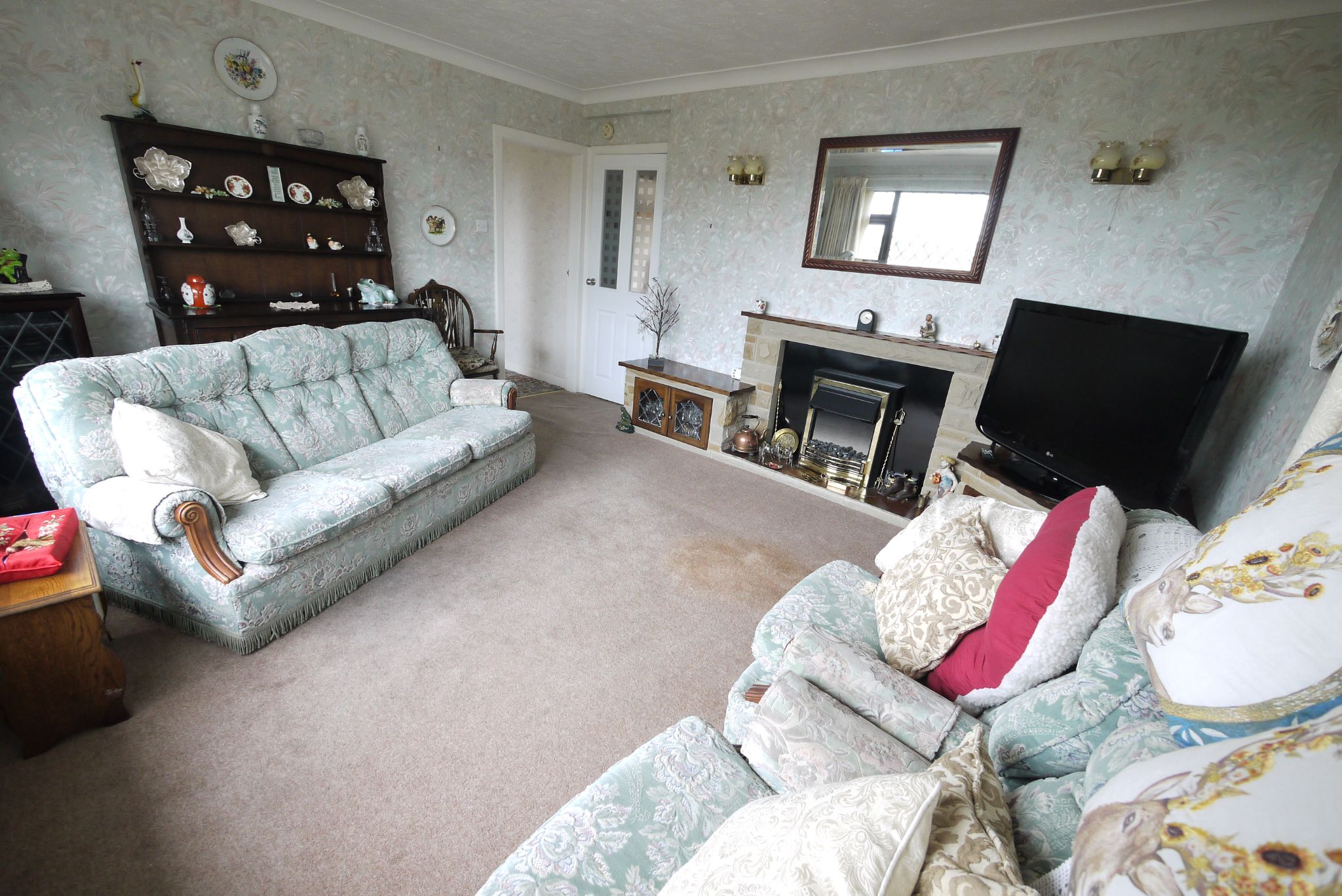 3 bedroom semi-detached bungalow SSTC in Brighouse - Photograph 2.