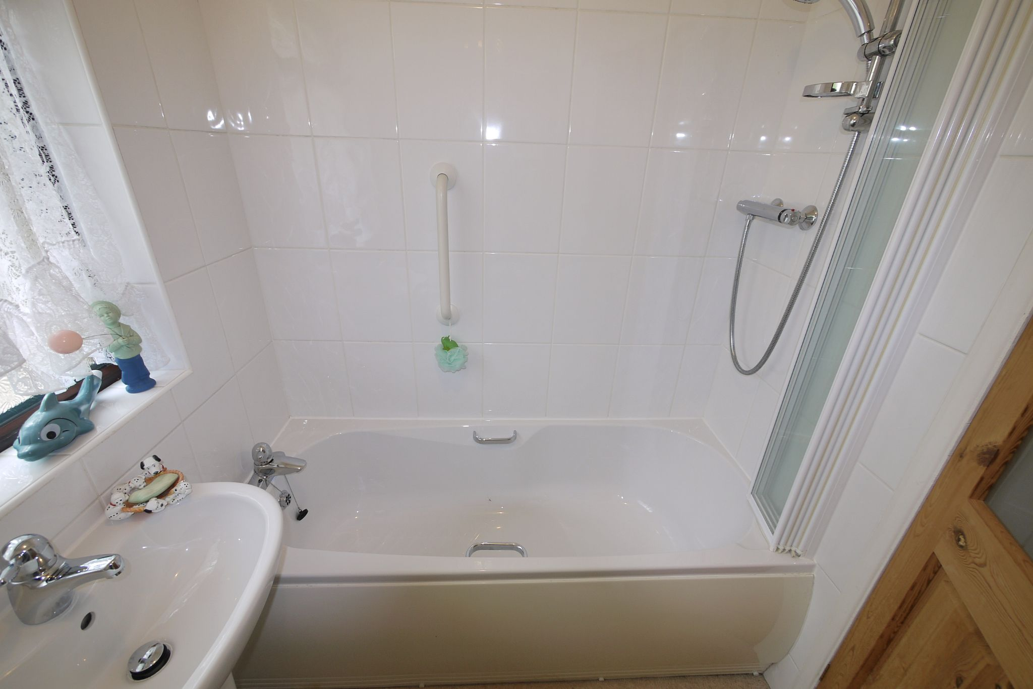 3 bedroom semi-detached bungalow SSTC in Brighouse - Photograph 9.