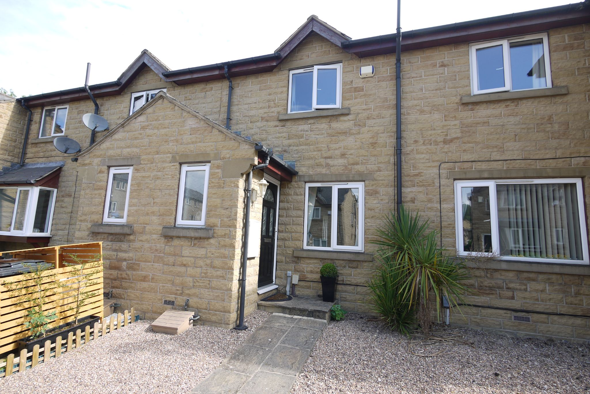 2 bedroom town house Sold in Brighouse - Main.