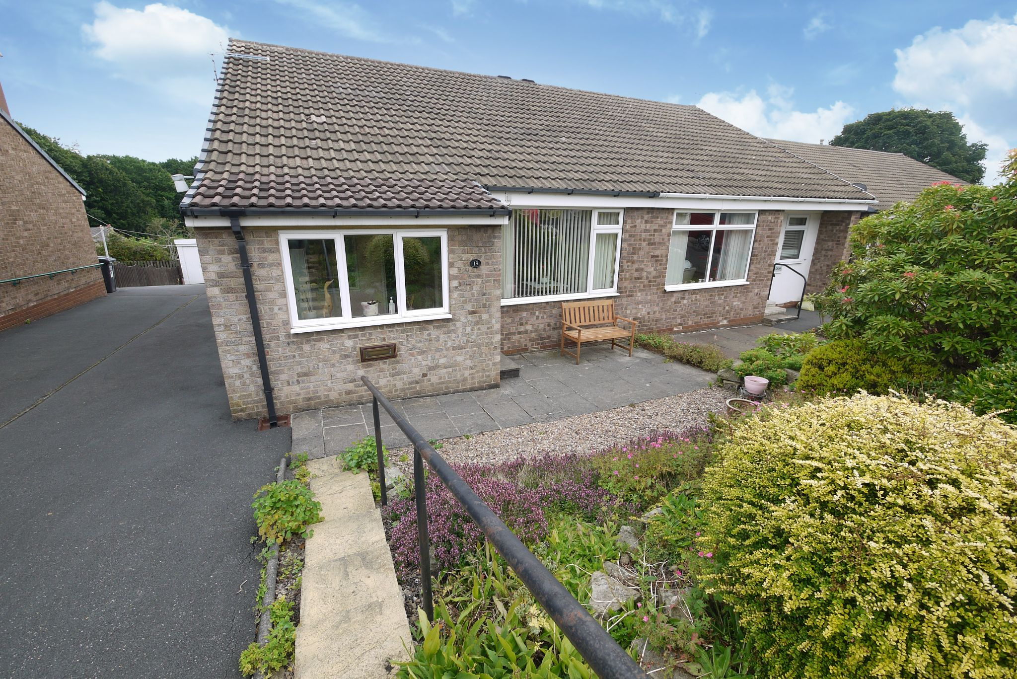 2 bedroom semi-detached bungalow SSTC in Brighouse - Photograph 1.