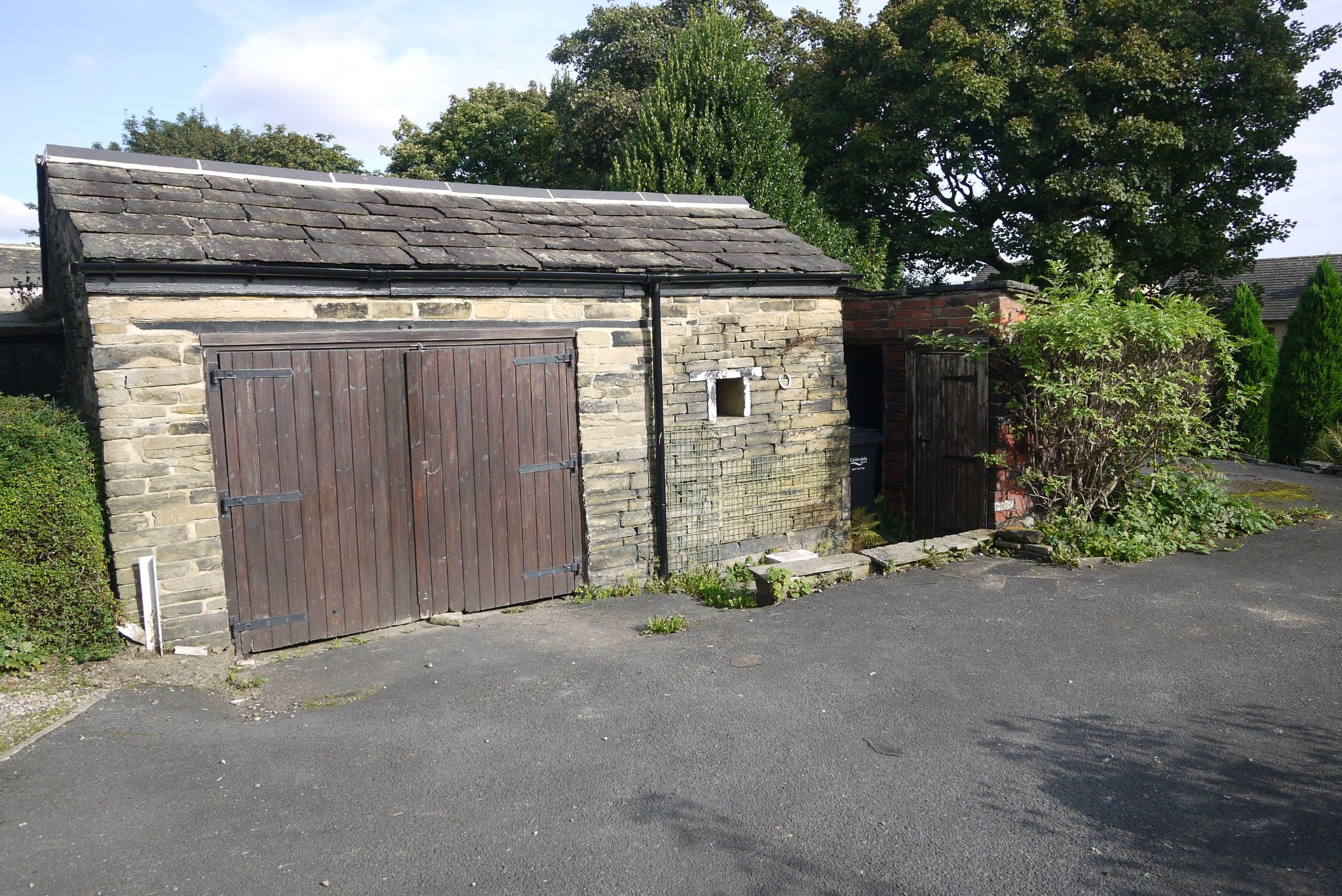 3 bedroom cottage house SSTC in Brighouse - Photograph 11.