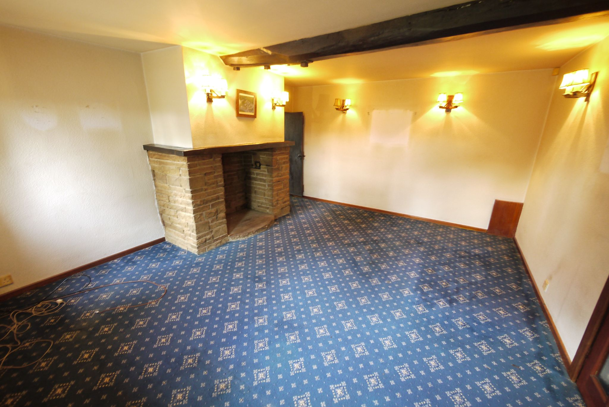 3 bedroom cottage house SSTC in Brighouse - Photograph 4.