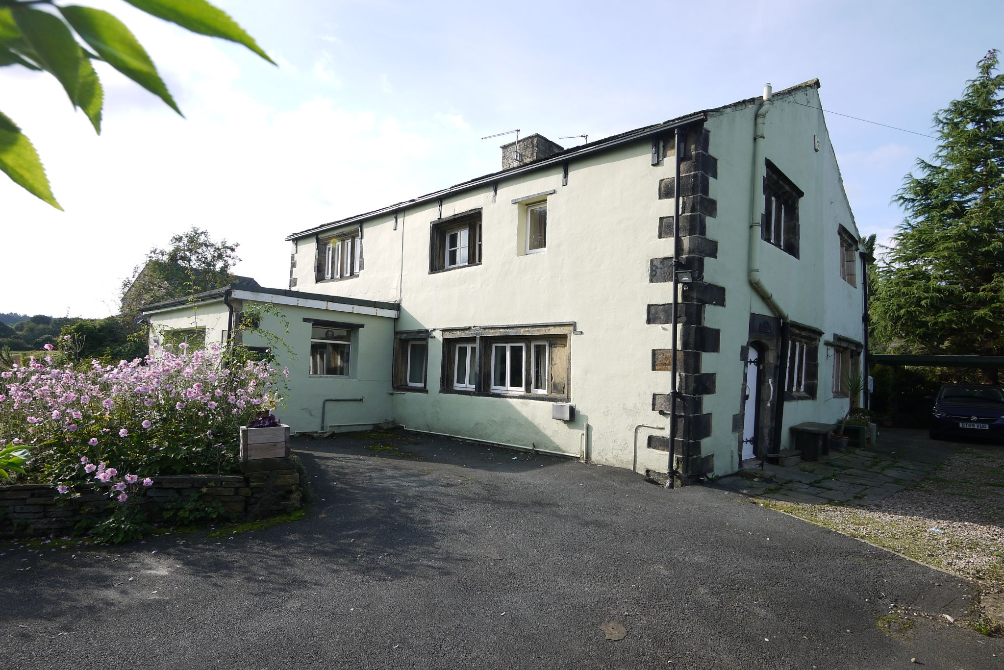 3 bedroom cottage house SSTC in Brighouse - Photograph 1.