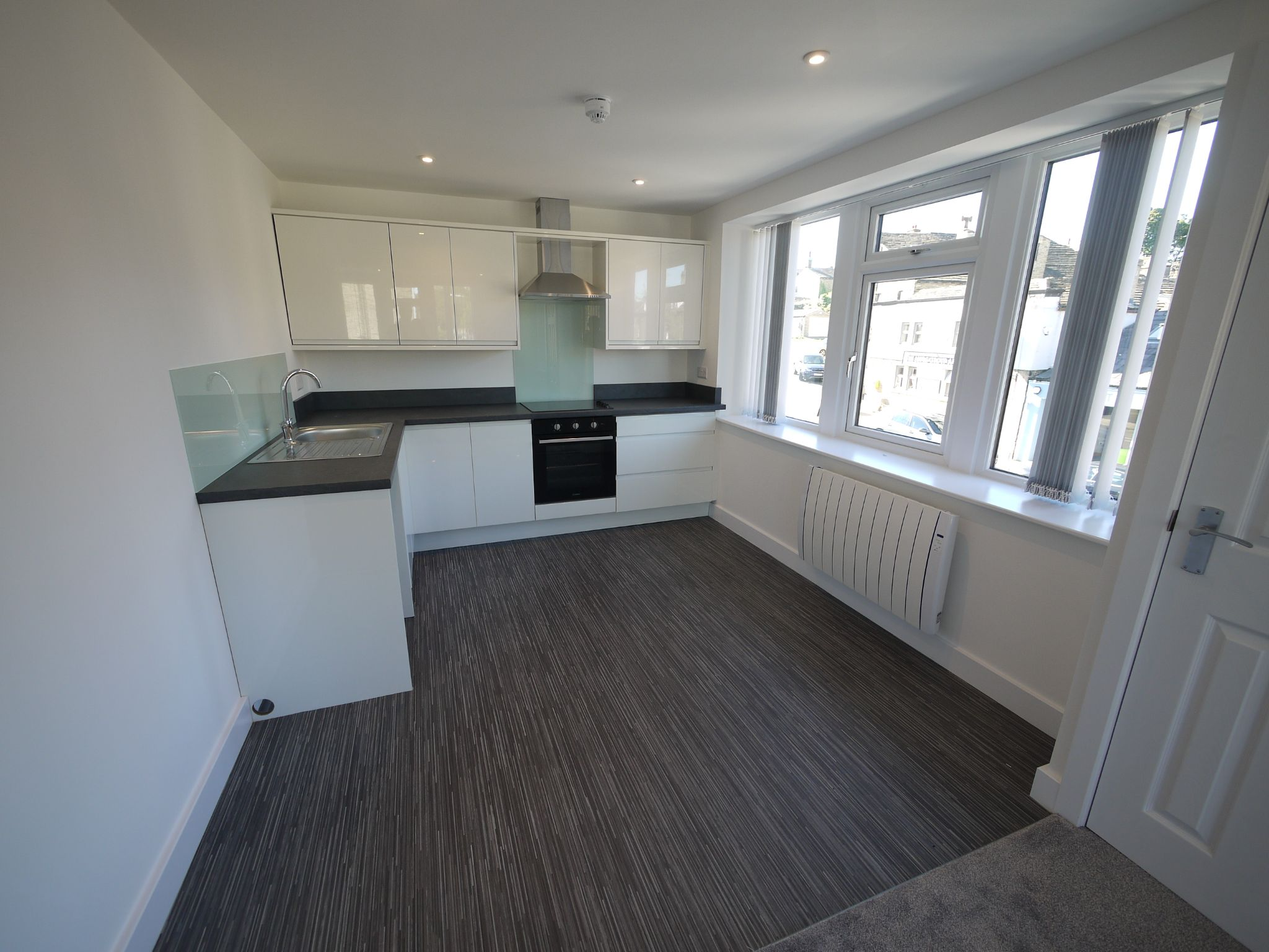 2 bedroom apartment flat/apartment To Let in Halifax - Photograph 2.