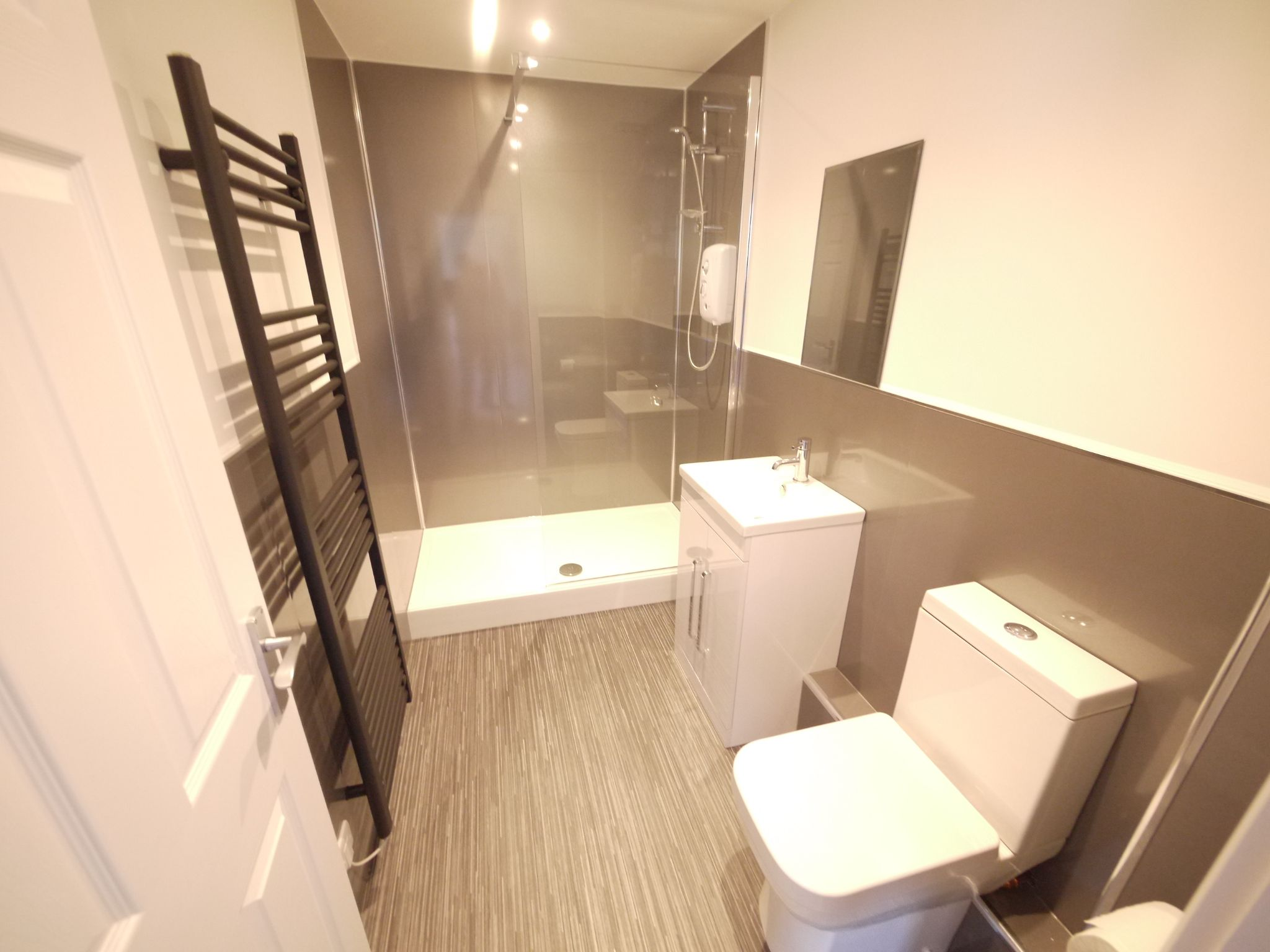 2 bedroom apartment flat/apartment To Let in Halifax - Photograph 5.