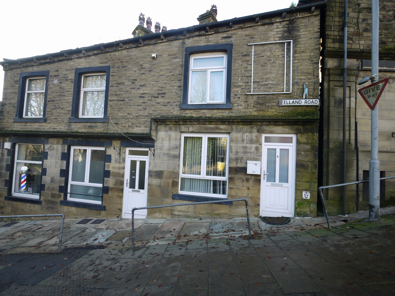 1 bedroom end terraced house For Sale in Sowerby Bridge - Photograph 1.