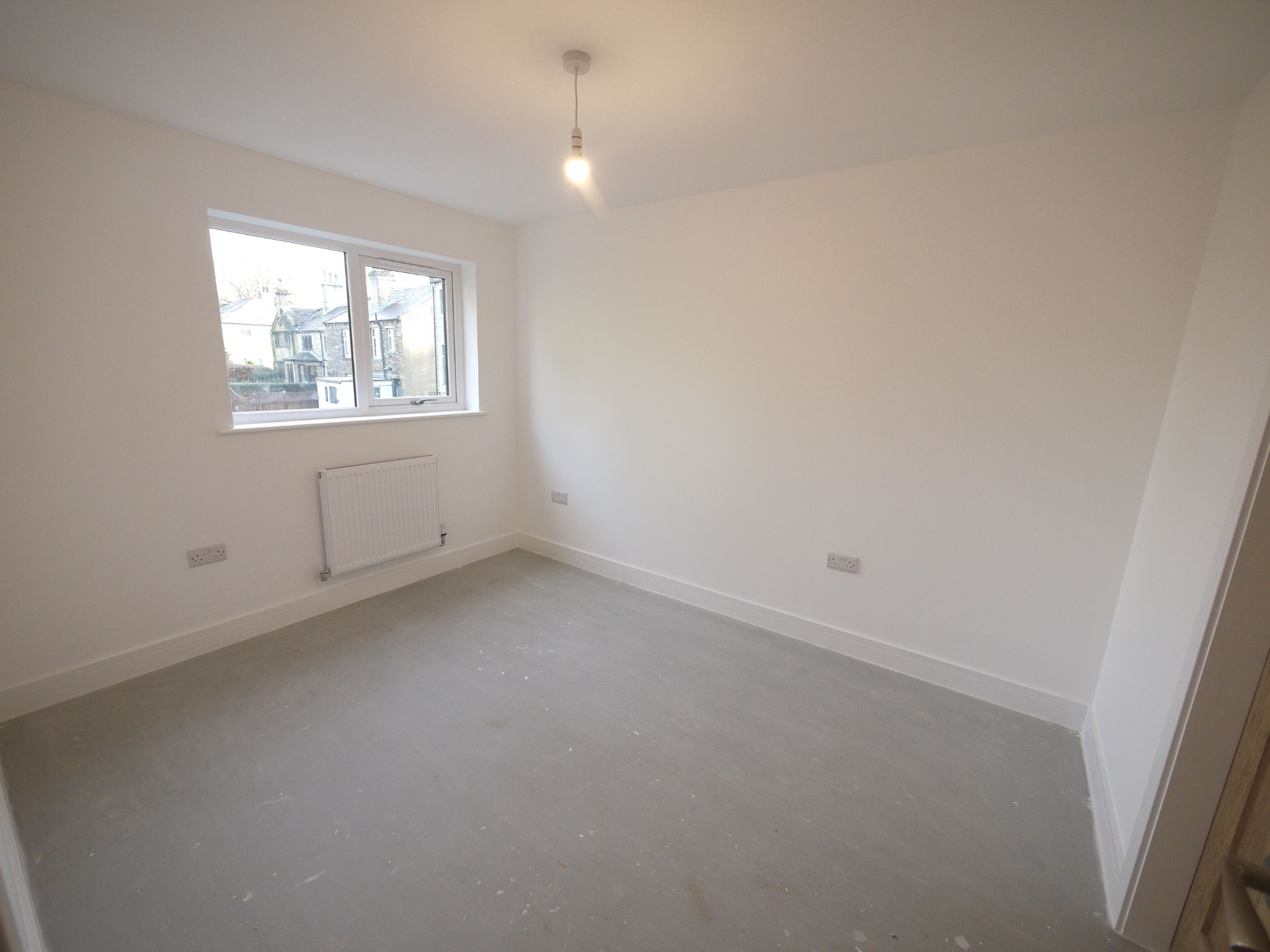 3 bedroom detached house SSTC in Brighouse - Photograph 5.