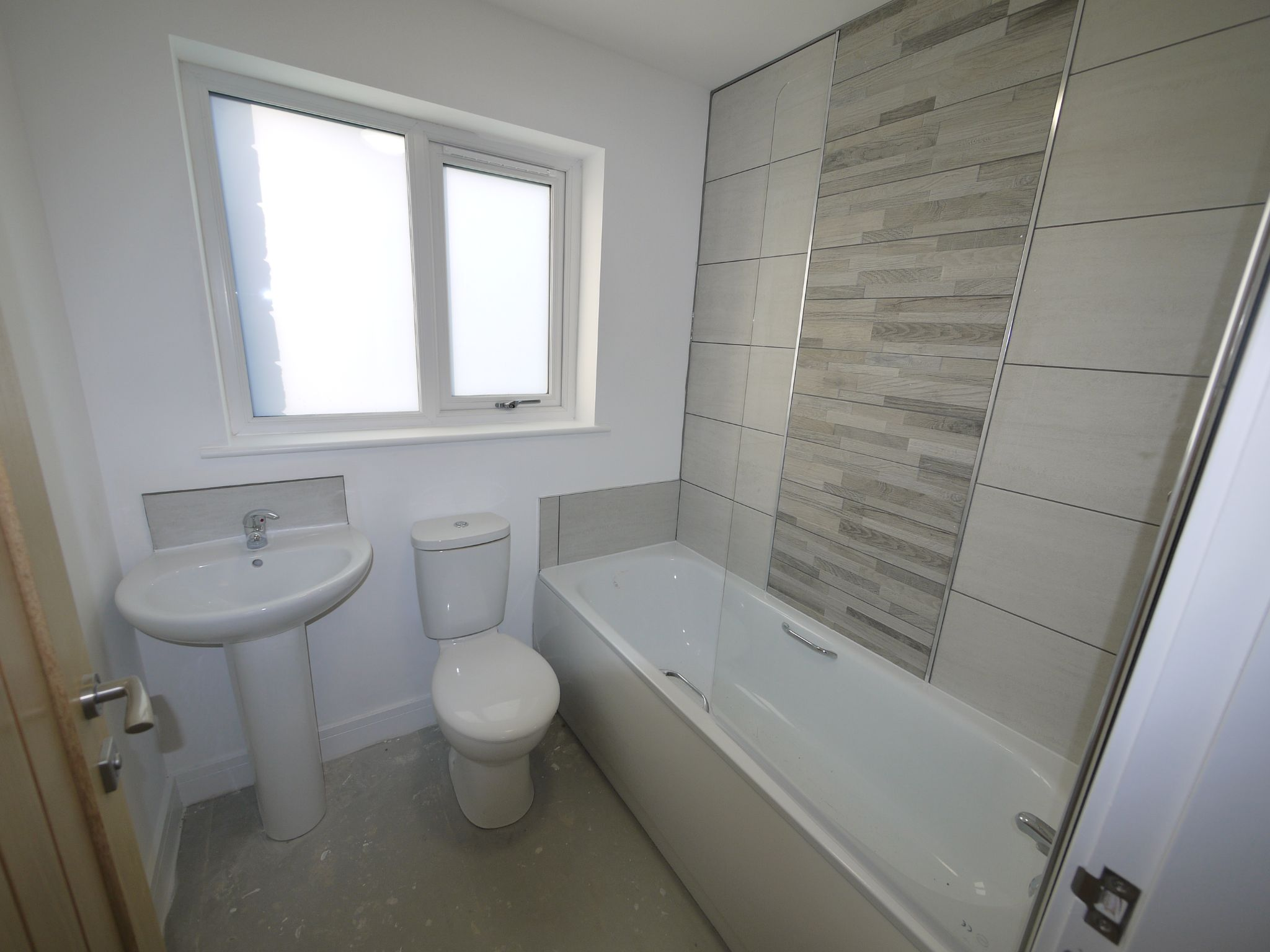3 bedroom detached house SSTC in Brighouse - Photograph 6.