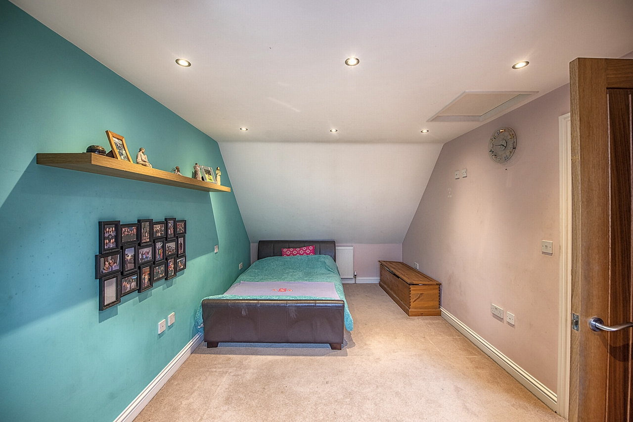 5 bedroom detached house For Sale in Brighouse - Photograph 14.