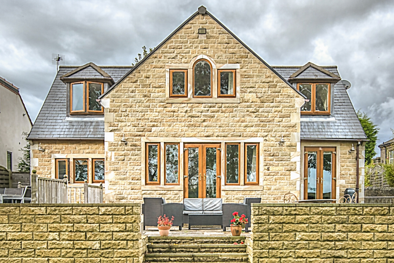5 bedroom detached house Sold in Brighouse - Photograph 18.