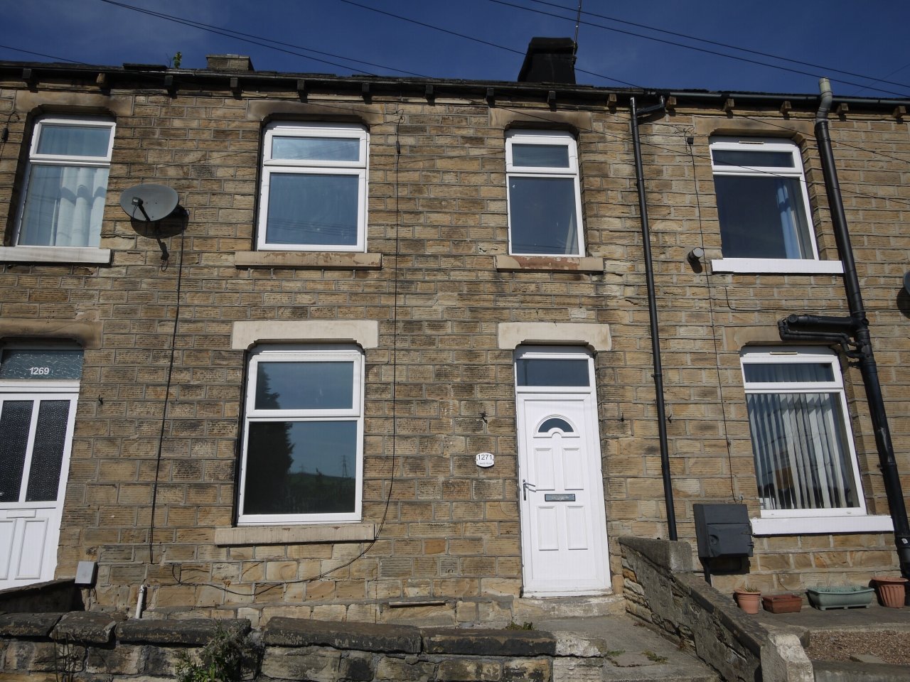 2 bedroom mid terraced house For Sale in Huddersfield - Photograph 1.