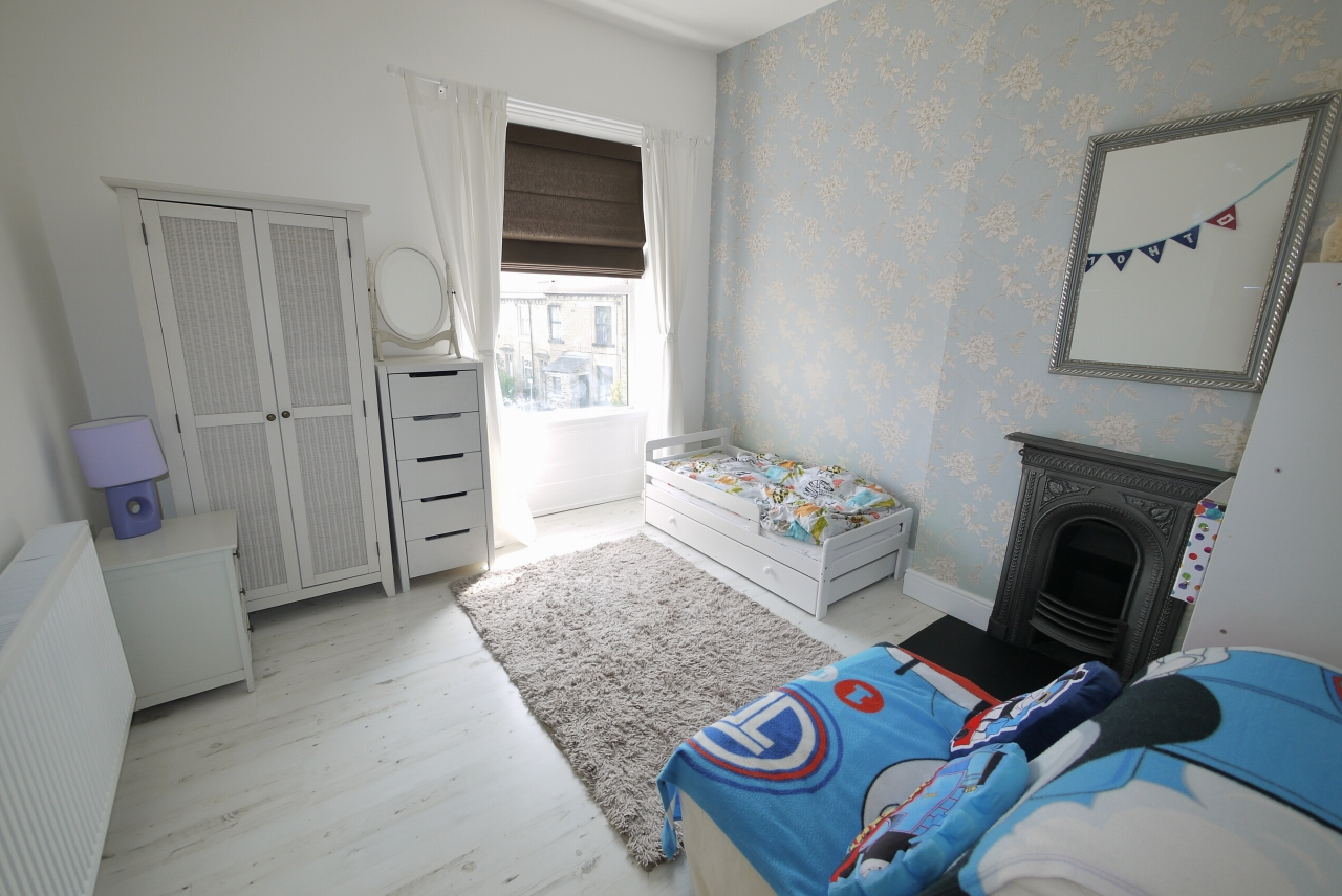 3 bedroom end terraced house SSTC in Brighouse - Bedroom 2.