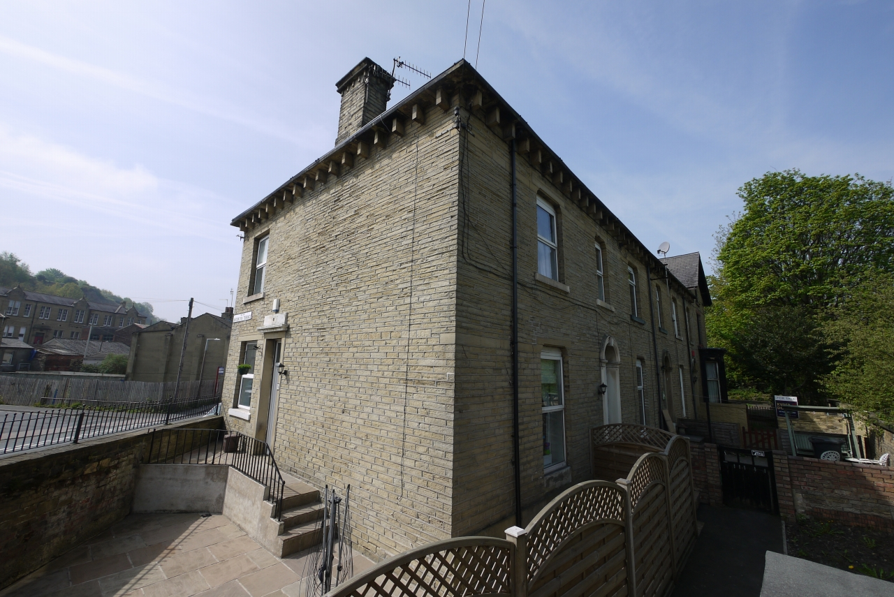 3 bedroom end terraced house SSTC in Brighouse - Main.