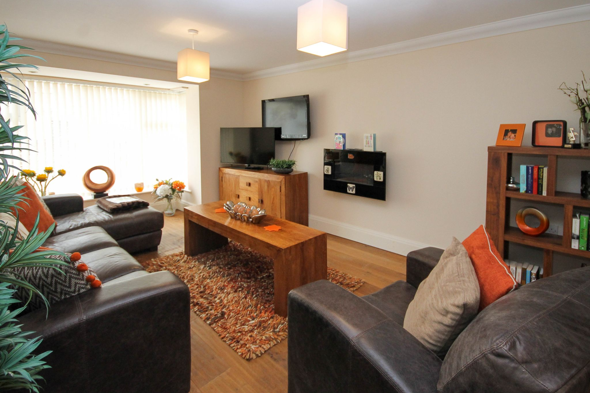 4 bedroom semi-detached house For Sale in Darwen - Property photograph