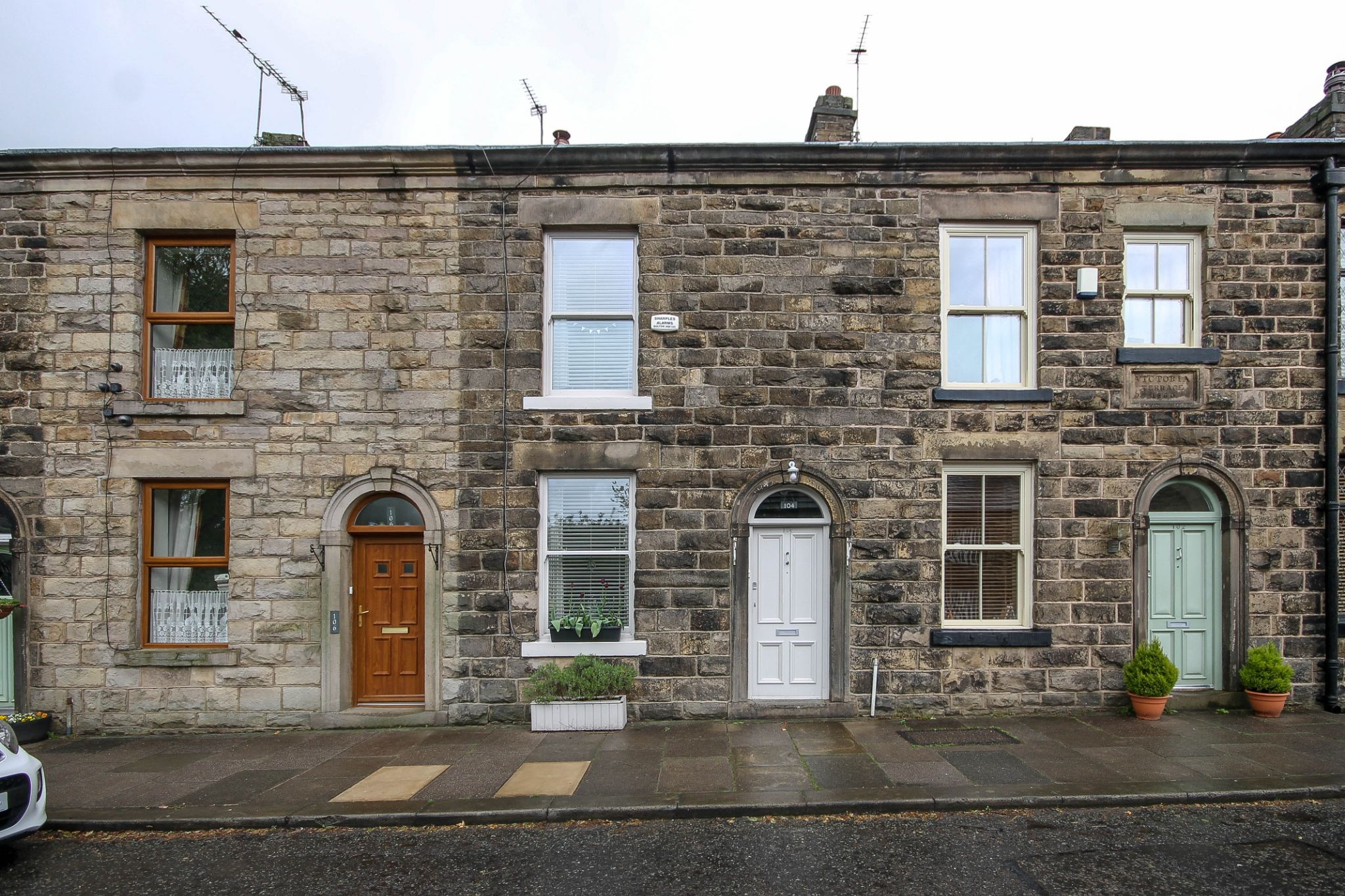3 bedroom cottage house For Sale in Bolton - Property photograph