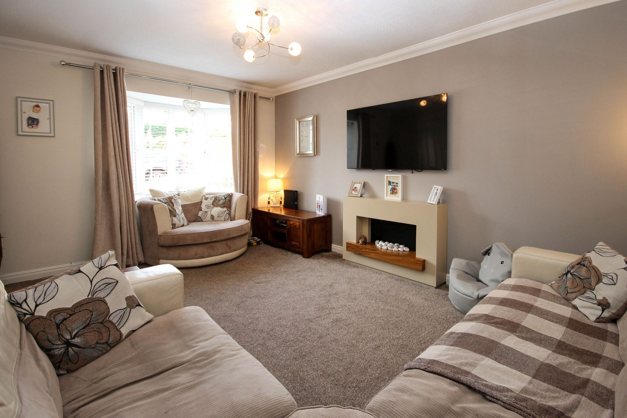 3 bedroom detached house Sale Agreed in Bolton - Property photograph