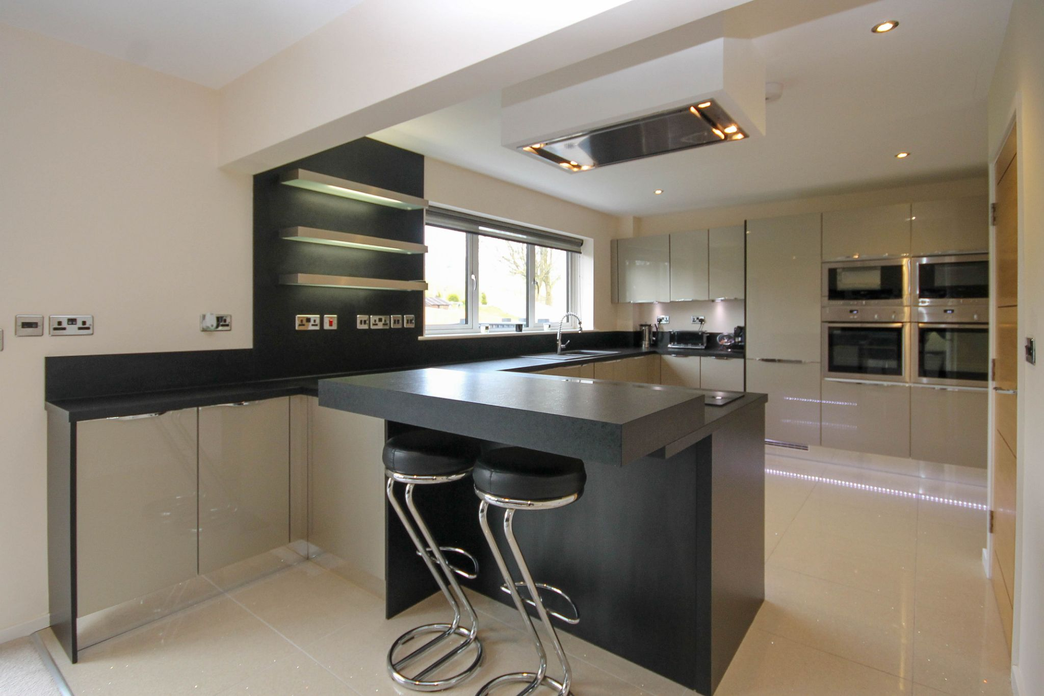 4 bedroom detached house For Sale in Bolton - Property photograph