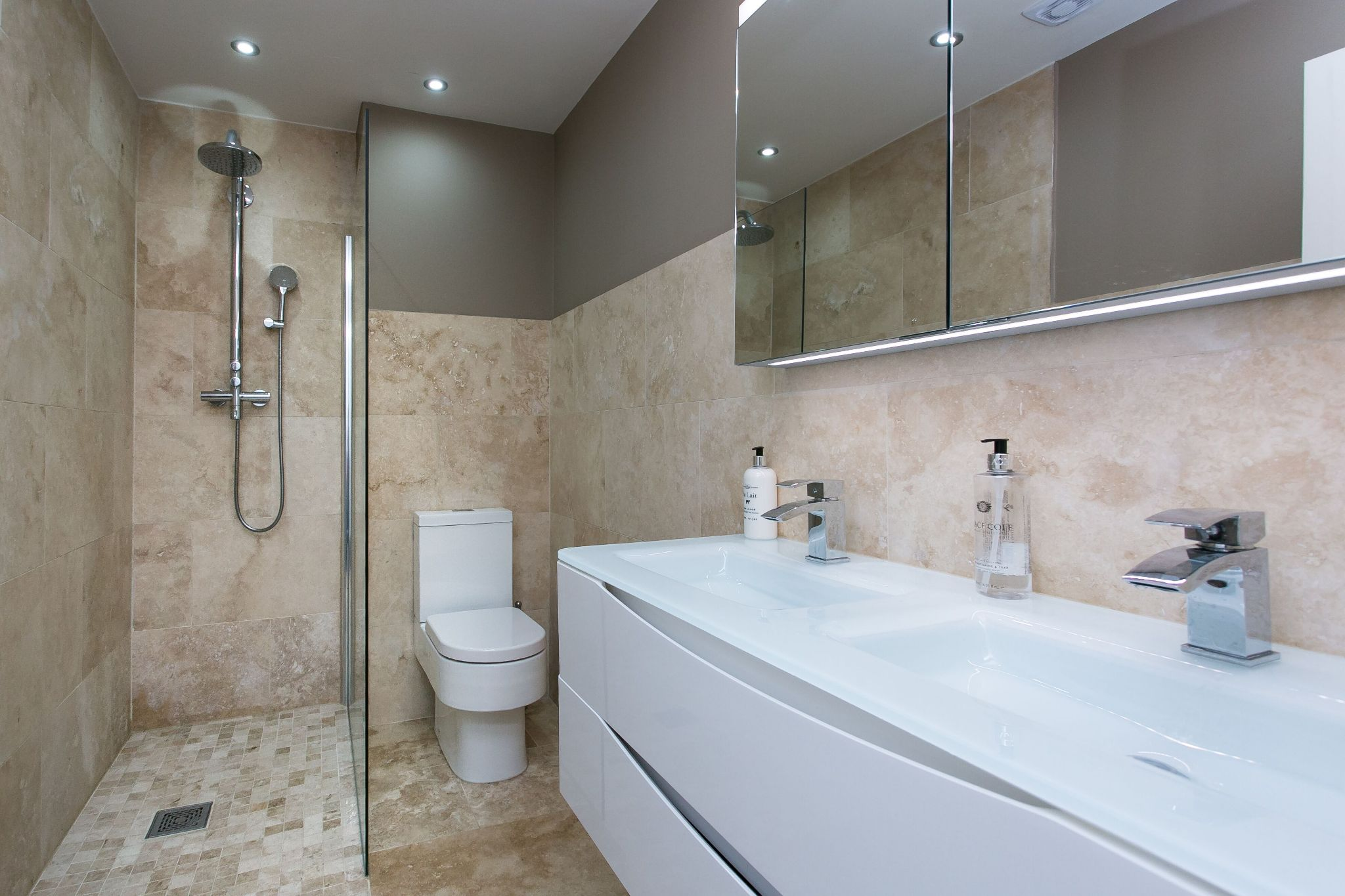 5 bedroom town house For Sale in Bolton - Photograph 5