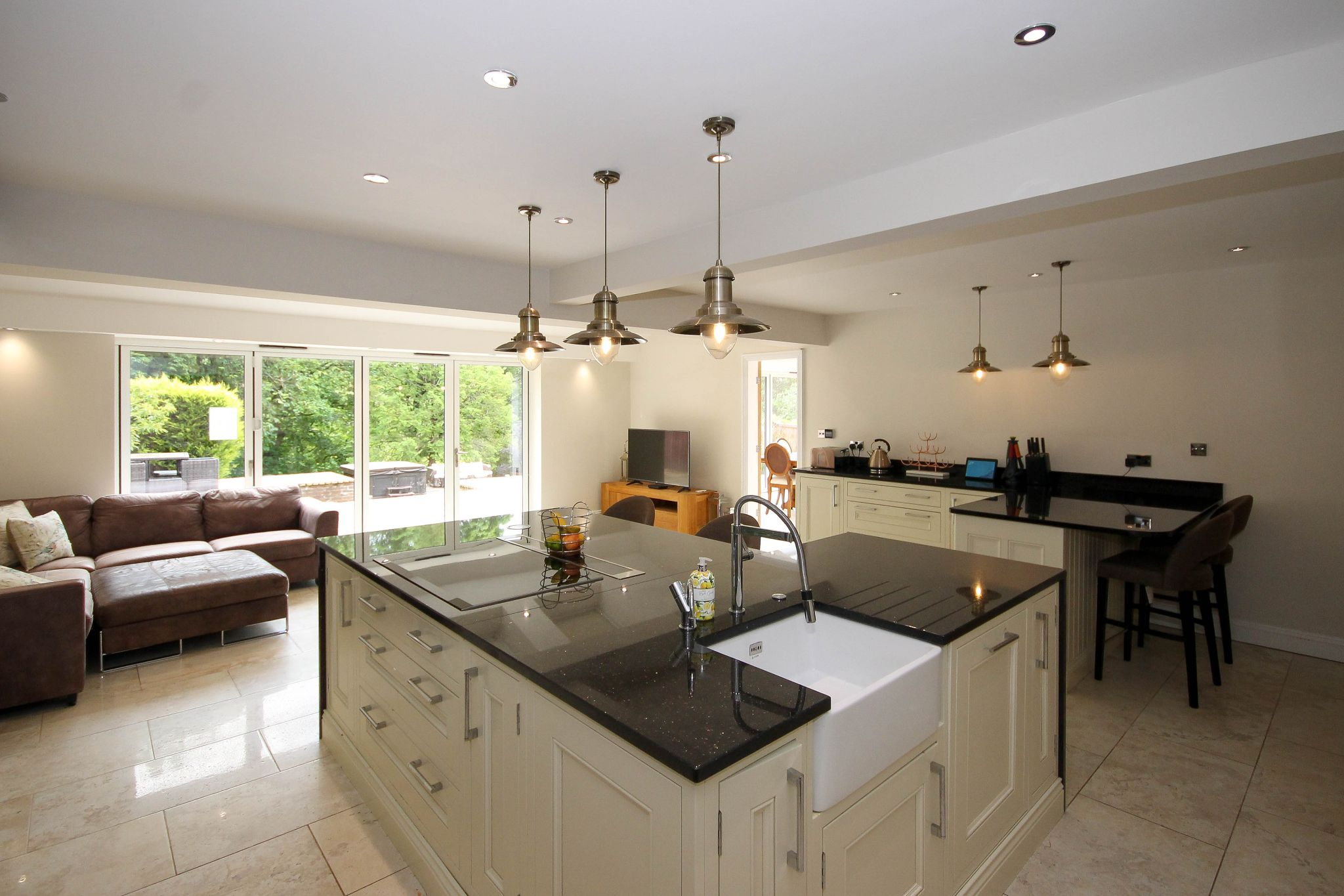4 bedroom detached house Sale Agreed in Bolton - Photograph 16