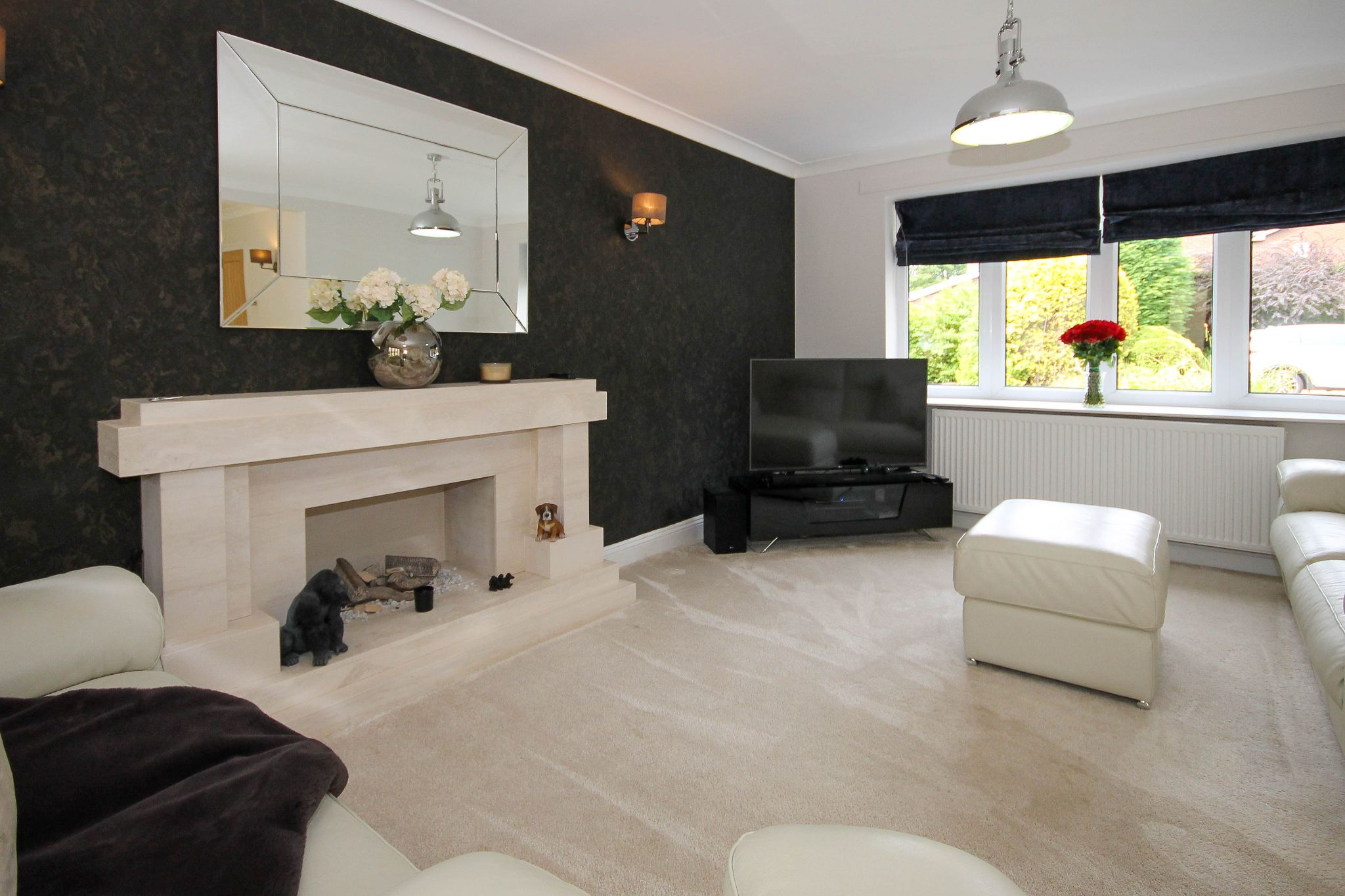 4 bedroom detached house Sale Agreed in Bolton - Photograph 8