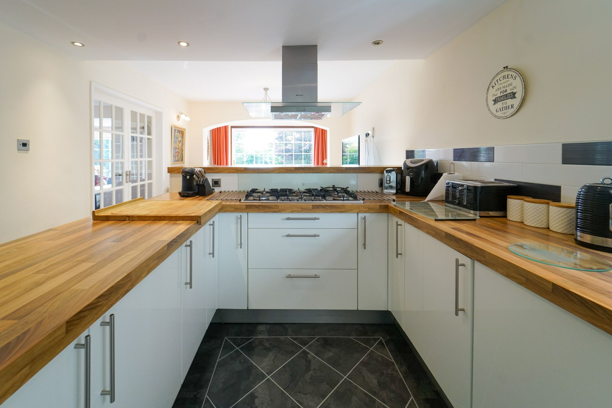4 bedroom detached house Sale Agreed in Bolton - Photograph 14