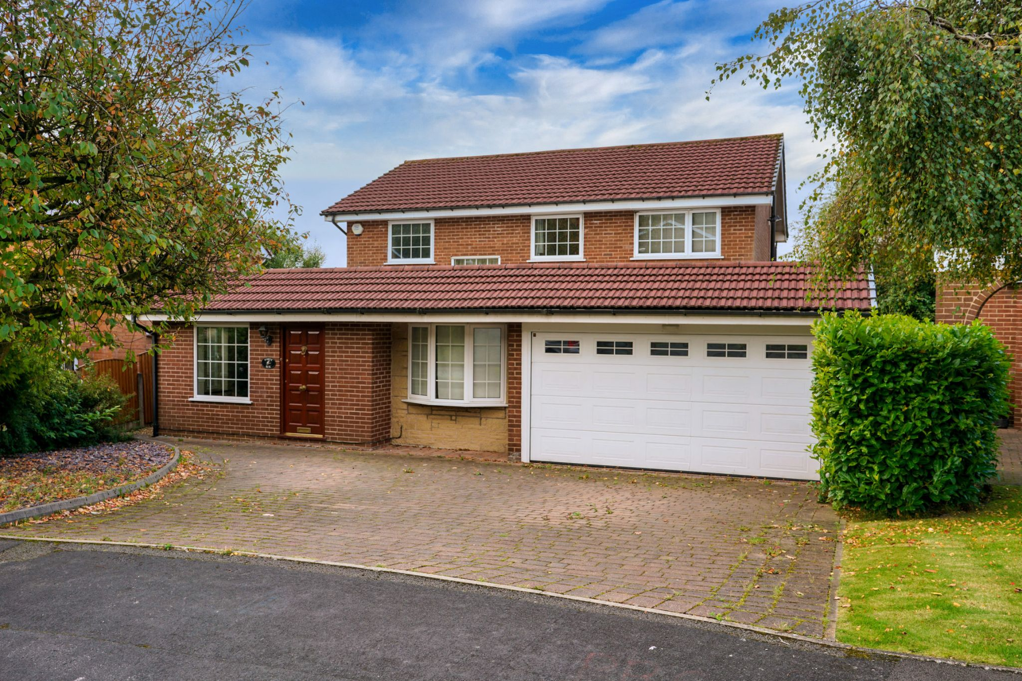 4 bedroom detached house Sale Agreed in Bolton - Photograph 3