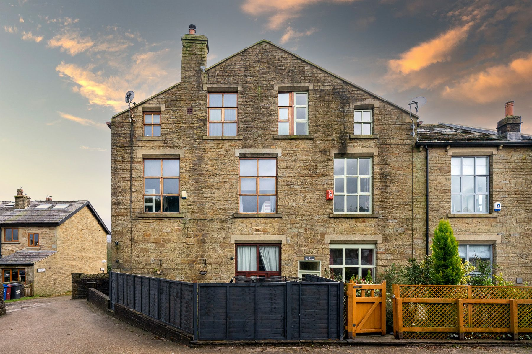 3 bedroom mews house For Sale in Bolton - Property photograph