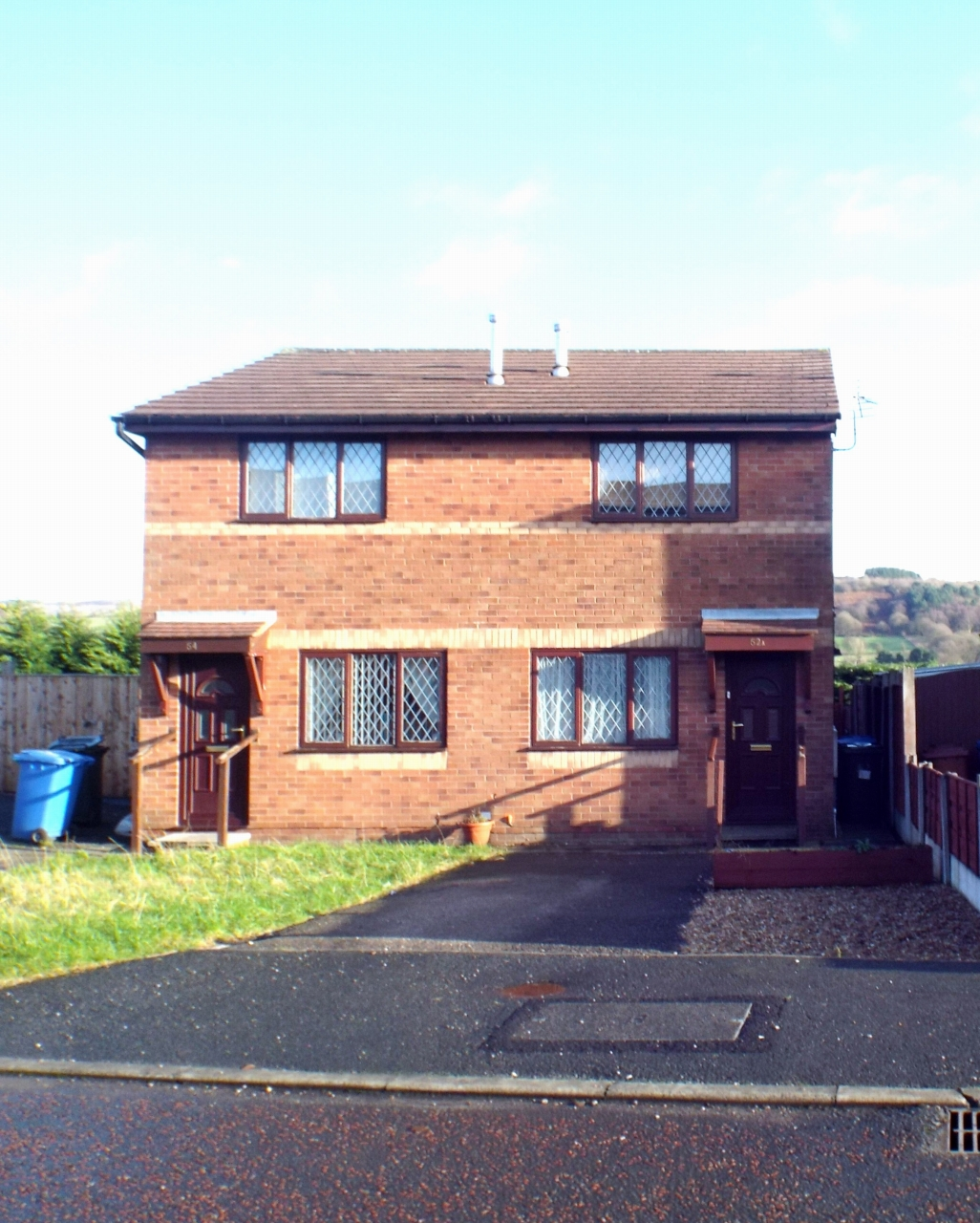 2 bedroom semi-detached house in Chorley - Property photograph.