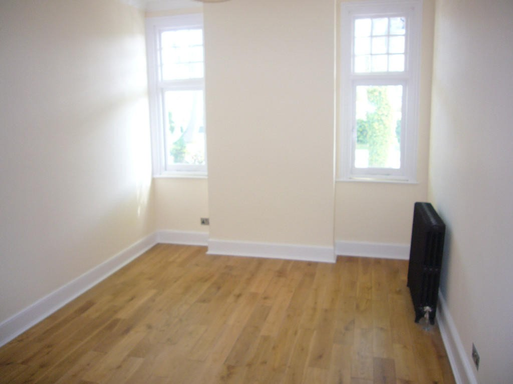 3 bedroom apartment flat/apartment Let Agreed in Carshalton - 0.
