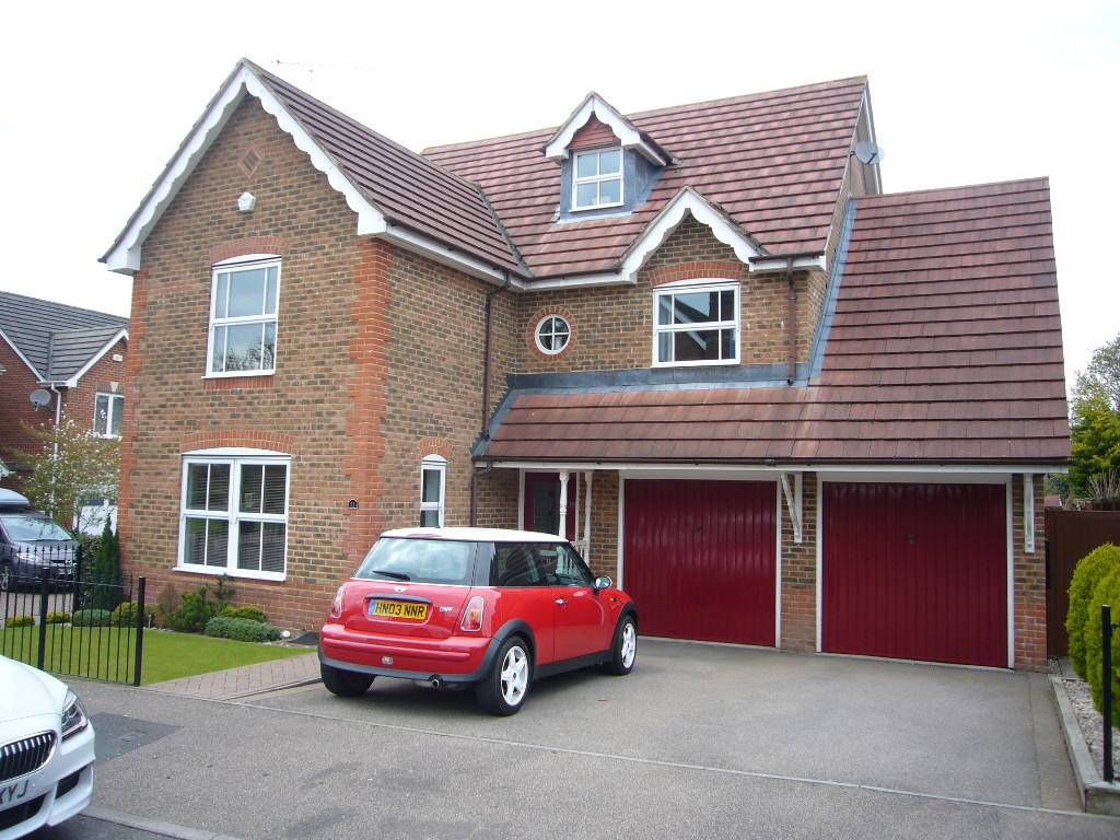 5 bedroom detached house Let Agreed in Carshalton - 0.