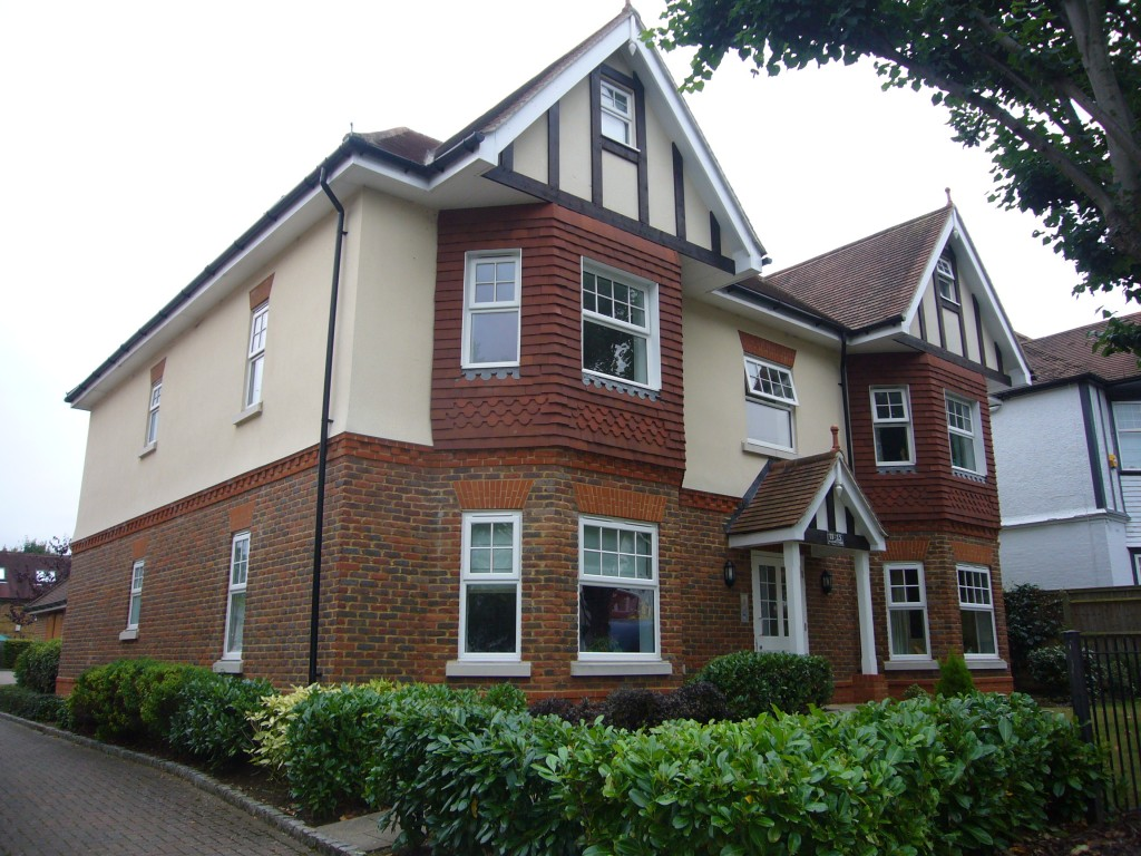 3 bedroom flat flat/apartment Let Agreed in Cheam - 0.
