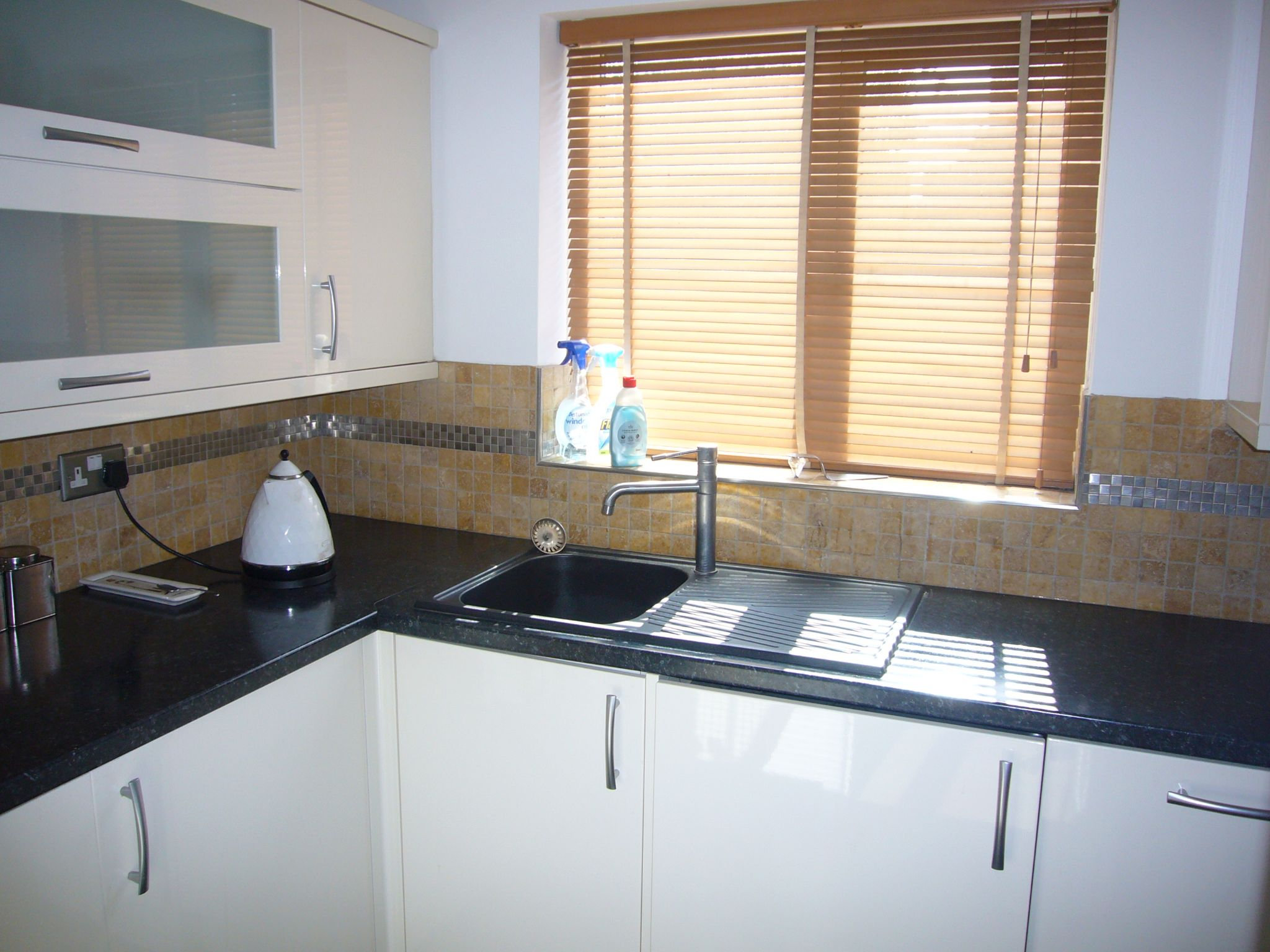 2 bedroom apartment flat/apartment Let Agreed in Sutton - Photograph 4.