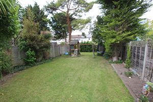 3 bedroom semi-detached house Under Offer in Carshalton - Photograph 8.