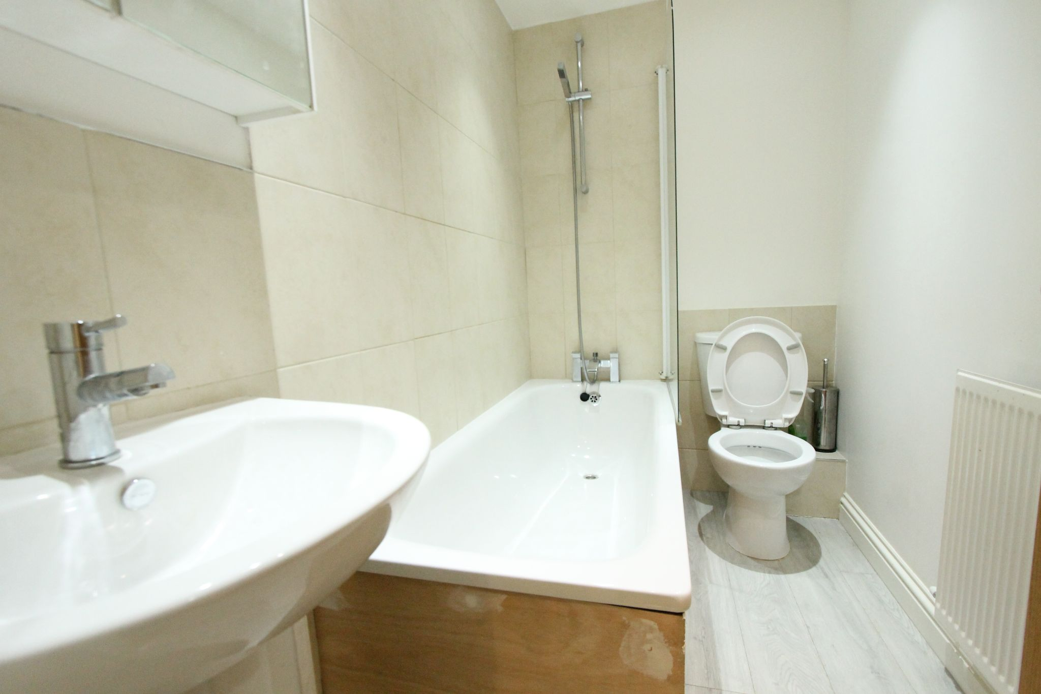 2 bedroom apartment flat/apartment To Let in Sutton - Photograph 3.