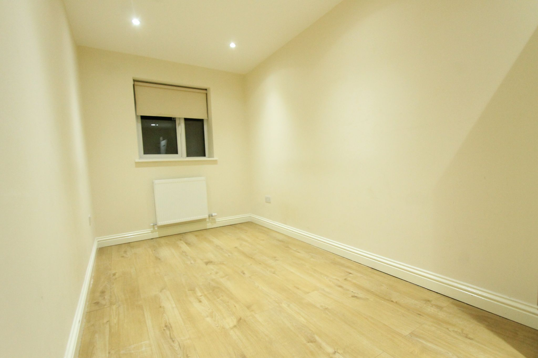 2 bedroom apartment flat/apartment To Let in Sutton - Photograph 2.