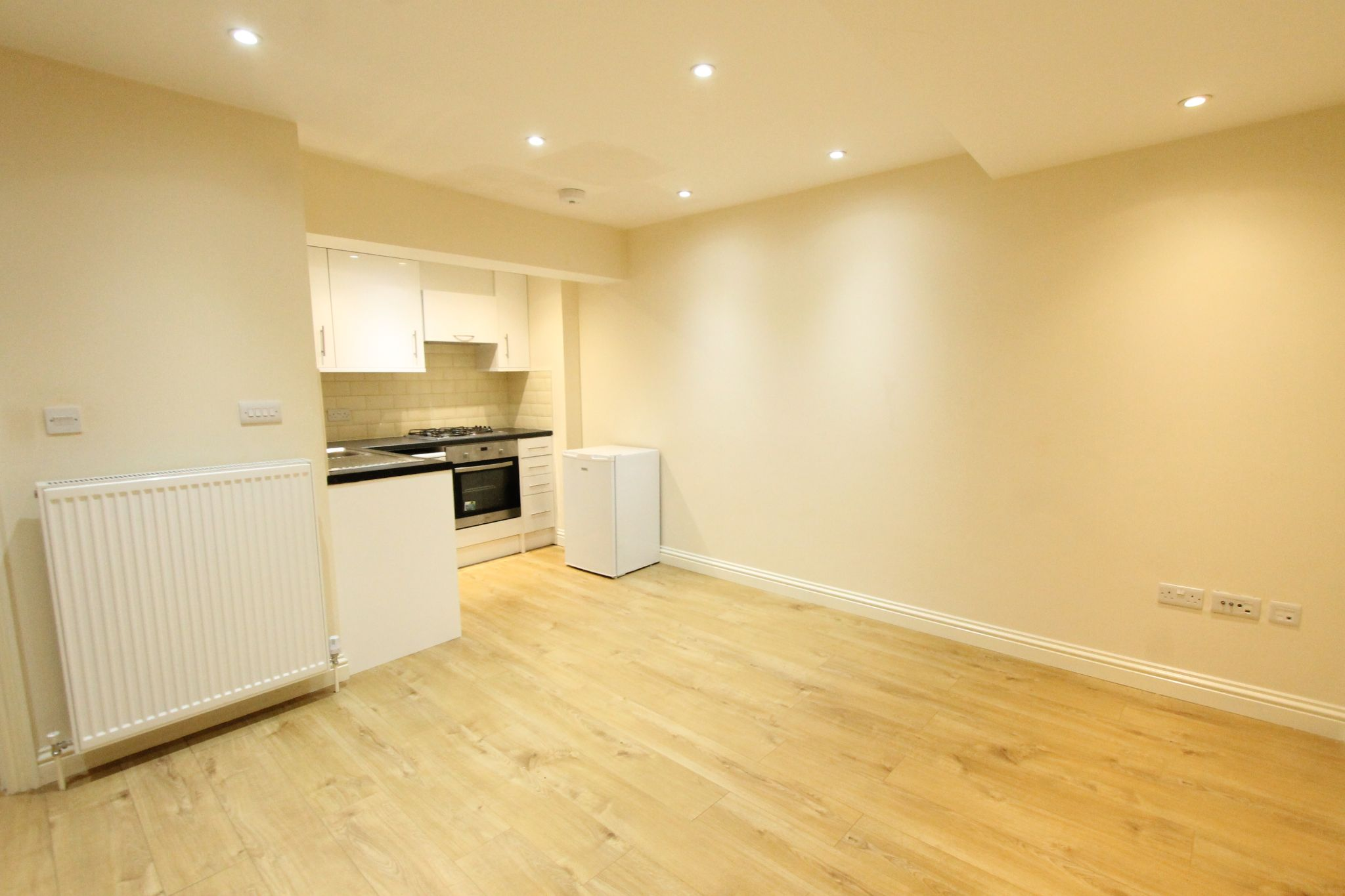 2 bedroom apartment flat/apartment To Let in Sutton - Photograph 5.