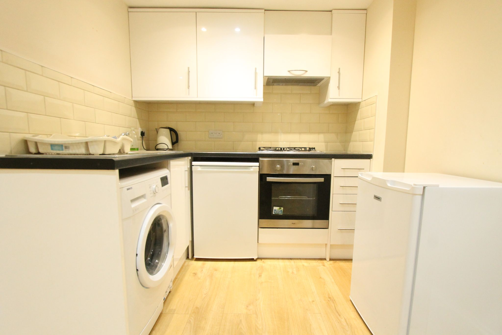 2 bedroom apartment flat/apartment To Let in Sutton - Photograph 4.