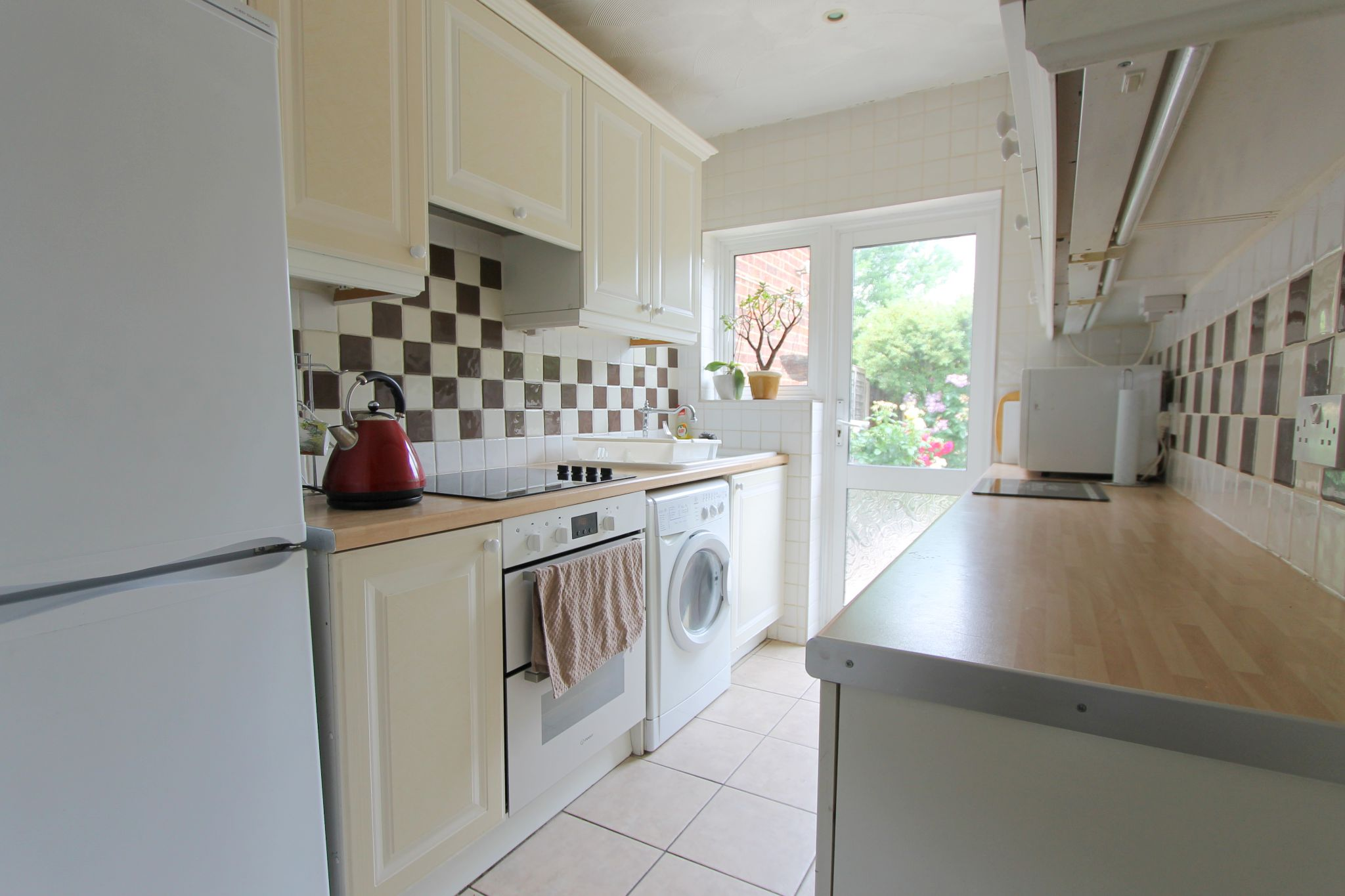 3 bedroom mid terraced house To Let in Sutton - Photograph 5.
