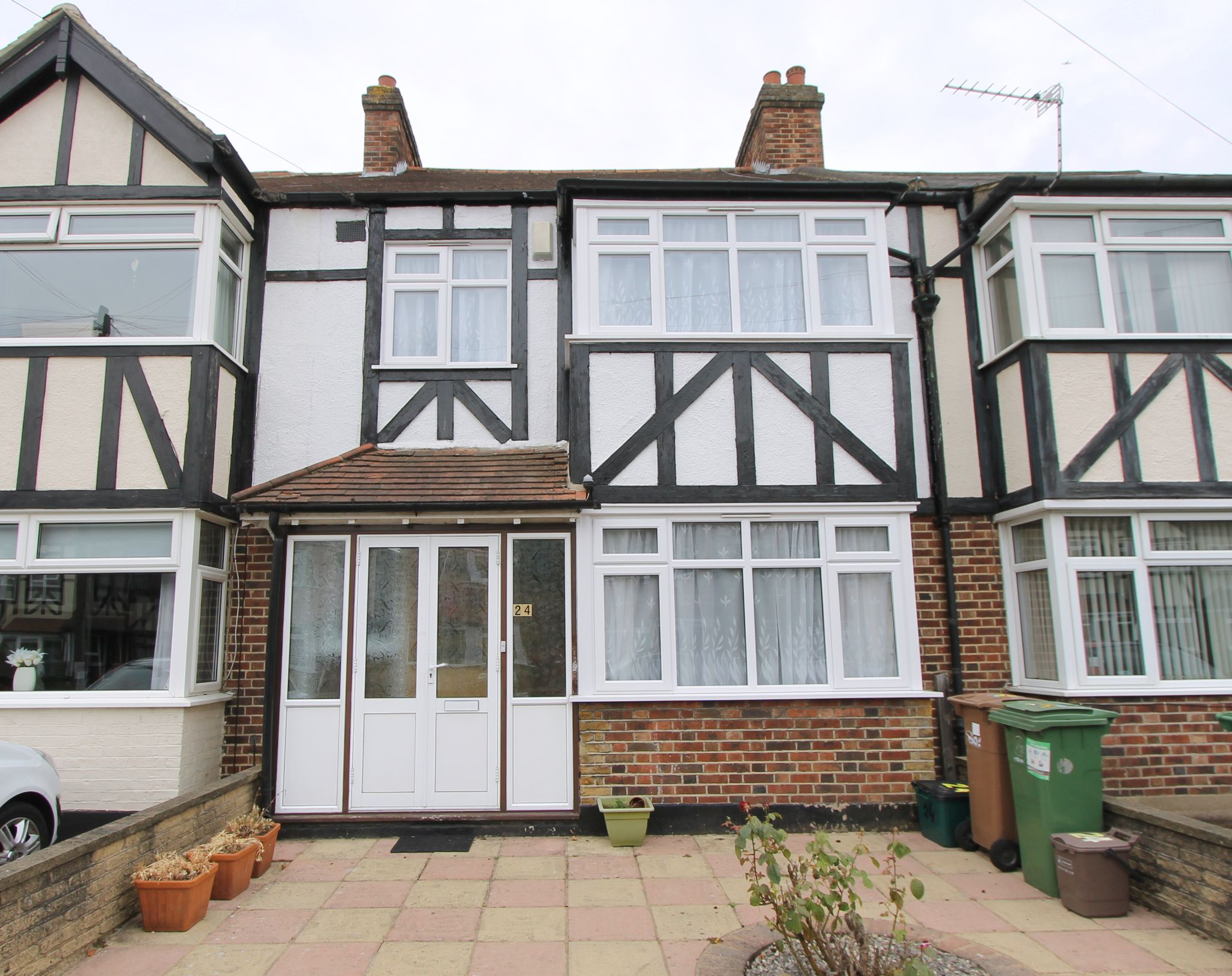 3 bedroom mid terraced house To Let in Sutton - Photograph 1.