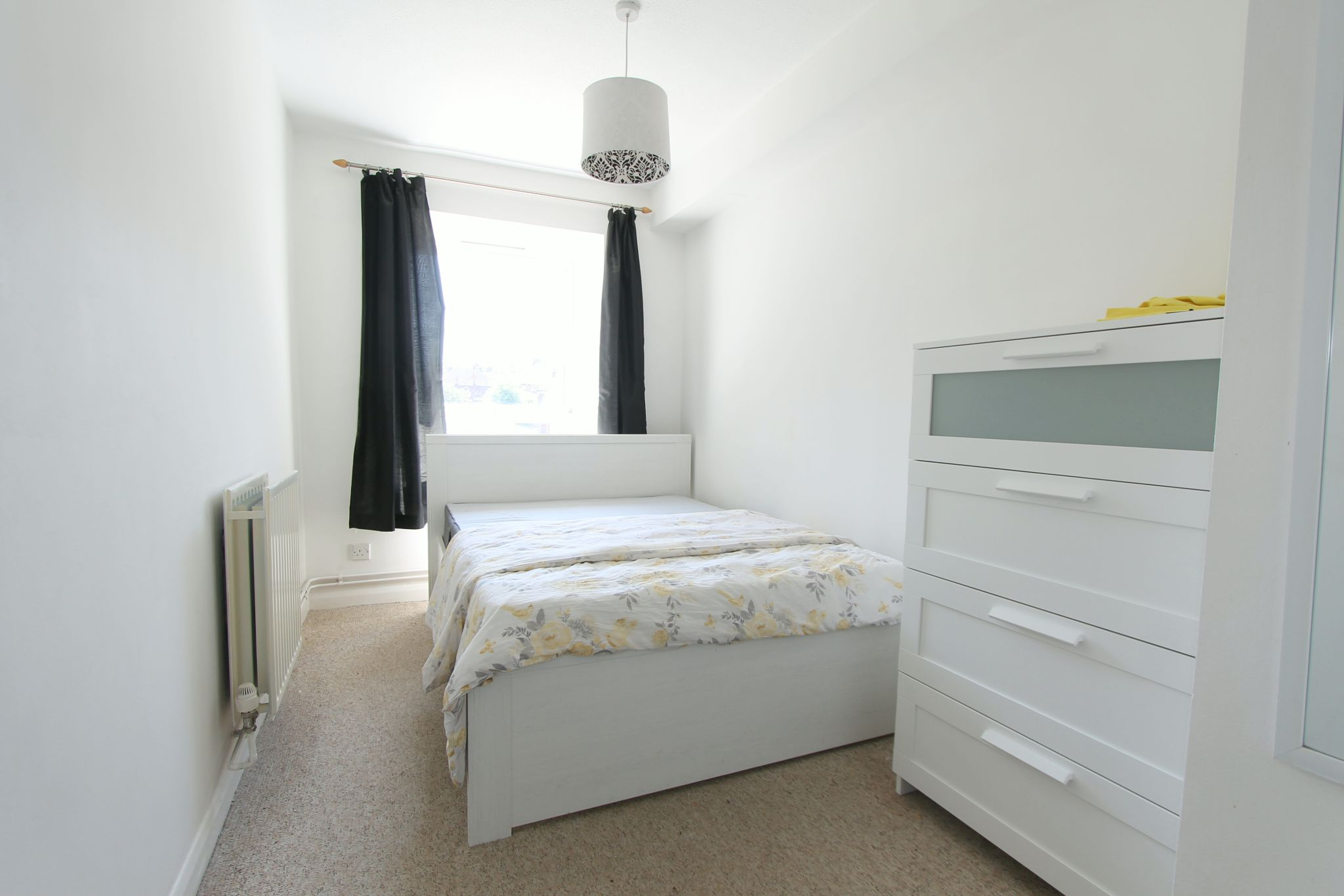 2 bedroom apartment flat/apartment To Let in Cheam - Photograph 6.