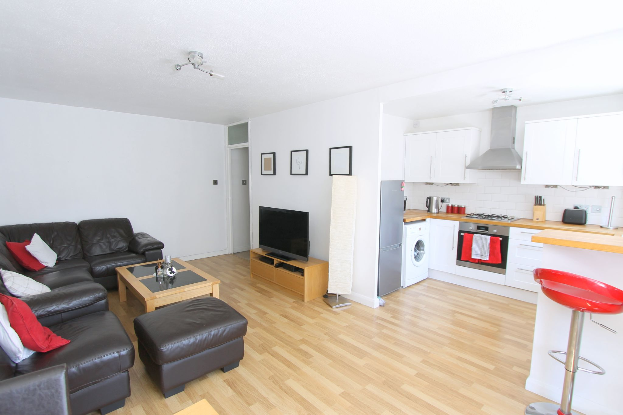 2 bedroom apartment flat/apartment To Let in Cheam - Photograph 2.