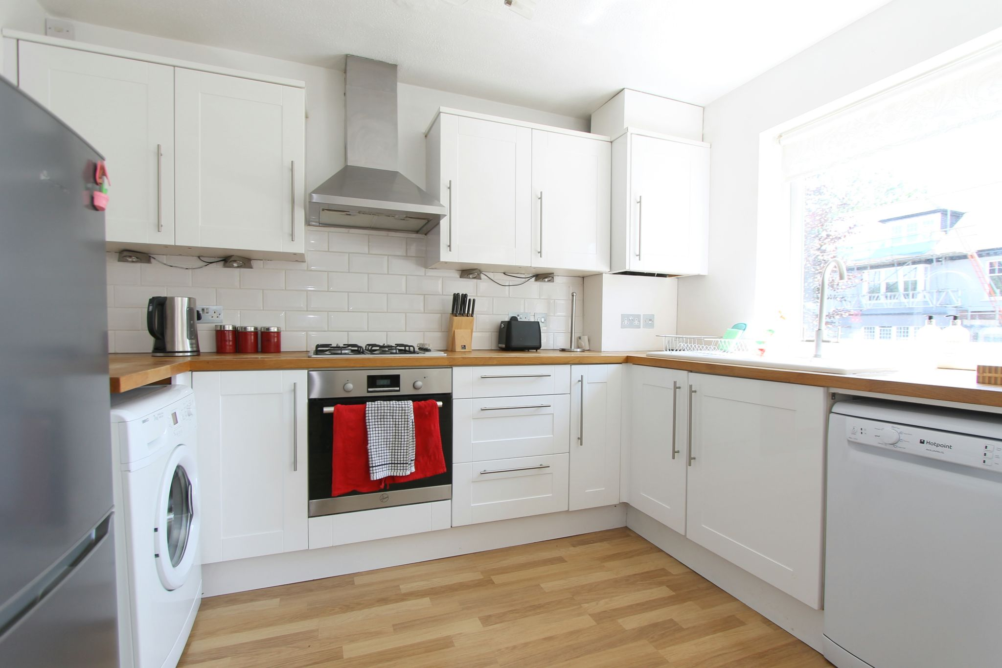 2 bedroom apartment flat/apartment To Let in Cheam - Photograph 4.