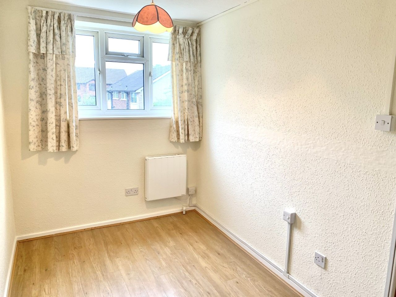 2 bedroom apartment flat/apartment To Let in Sutton - Photograph 6.