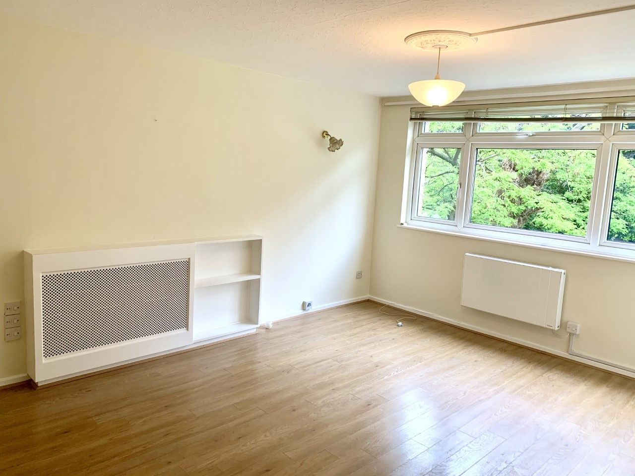2 bedroom apartment flat/apartment To Let in Sutton - Photograph 1.