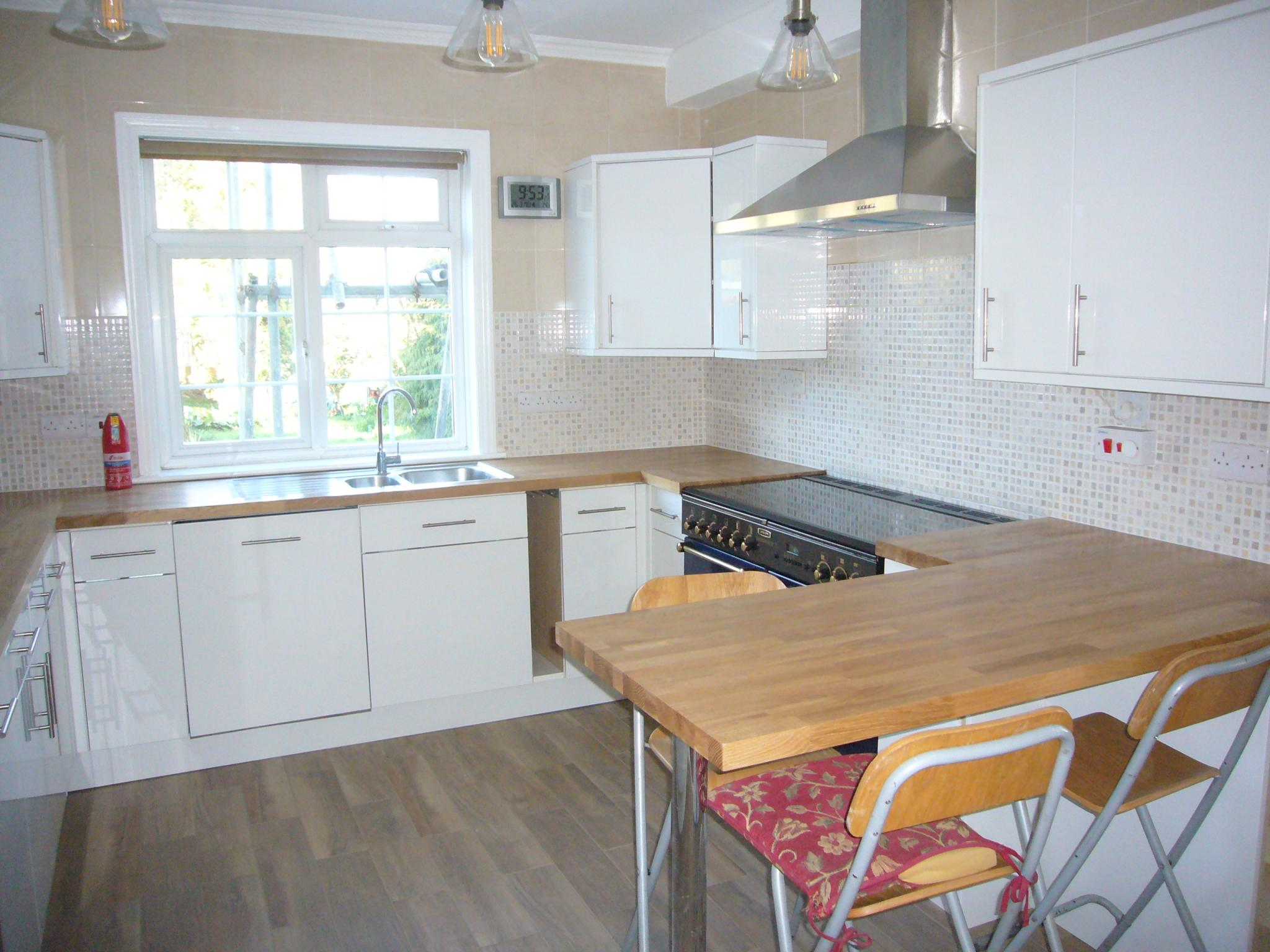 4 bedroom detached house Under Offer in Cheam - Photograph 6.