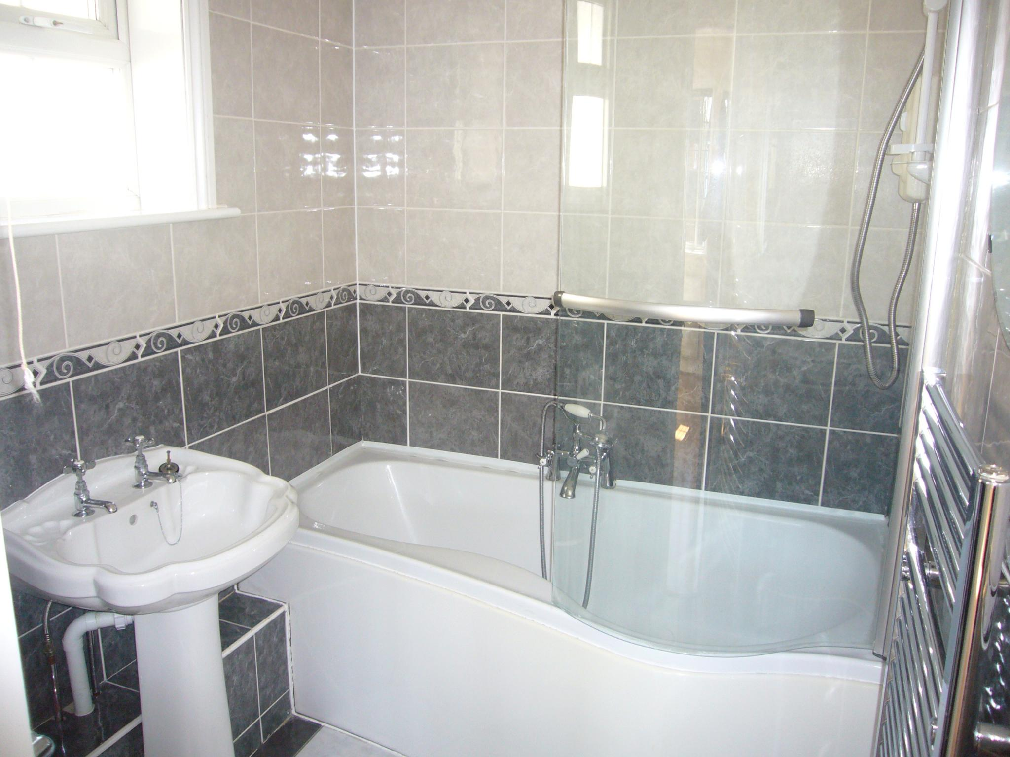 4 bedroom detached house Under Offer in Cheam - Photograph 9.
